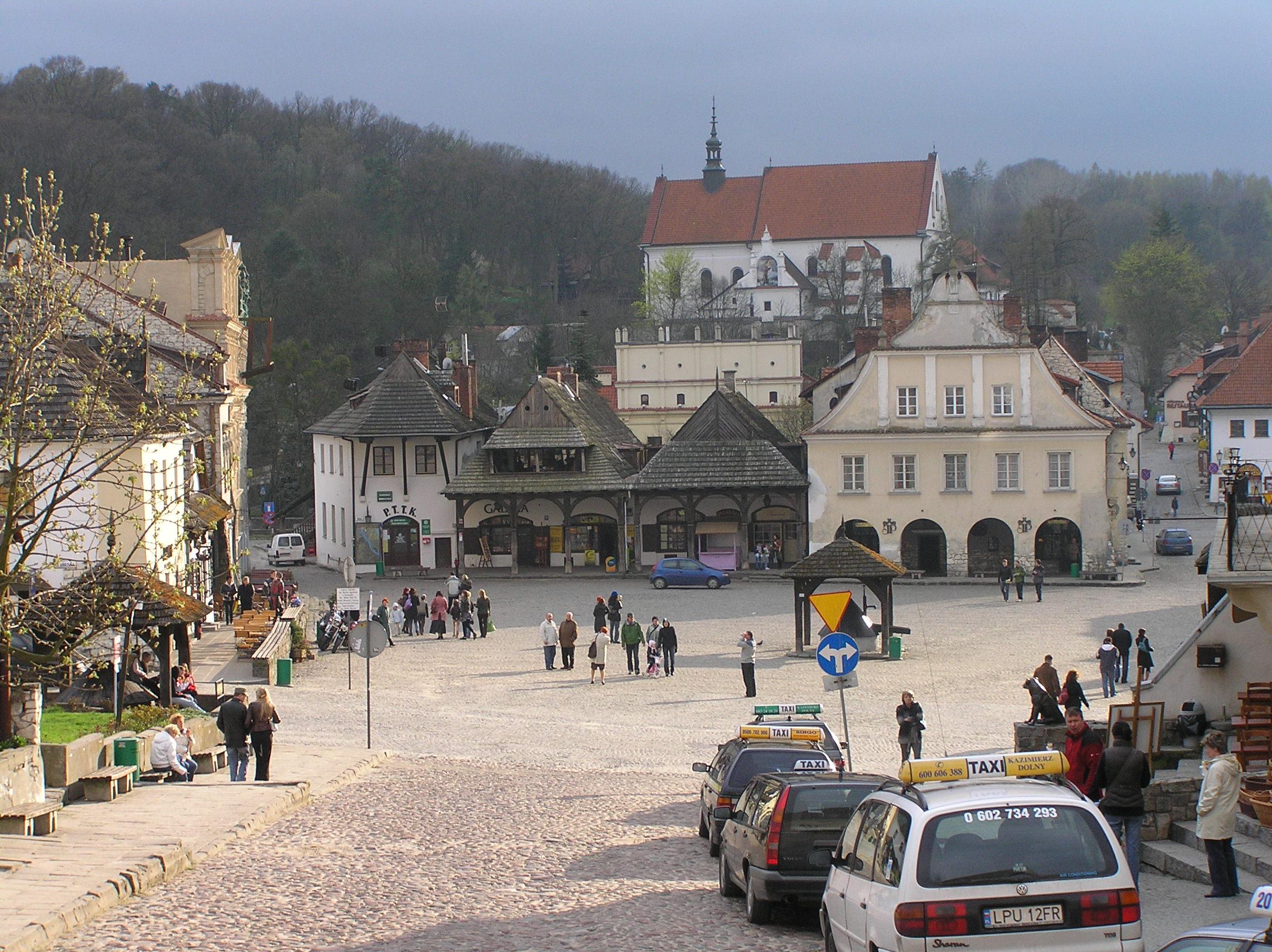 File:Kazimierz Dolny Rynek.jpg