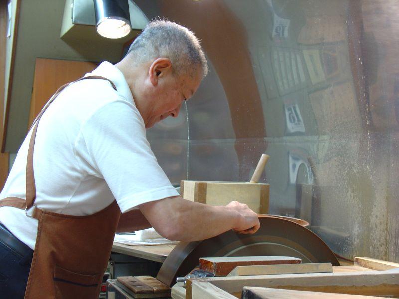 File:Kitchen knife blacksmith sharpening by EverJean in Kyoto.jpg ...