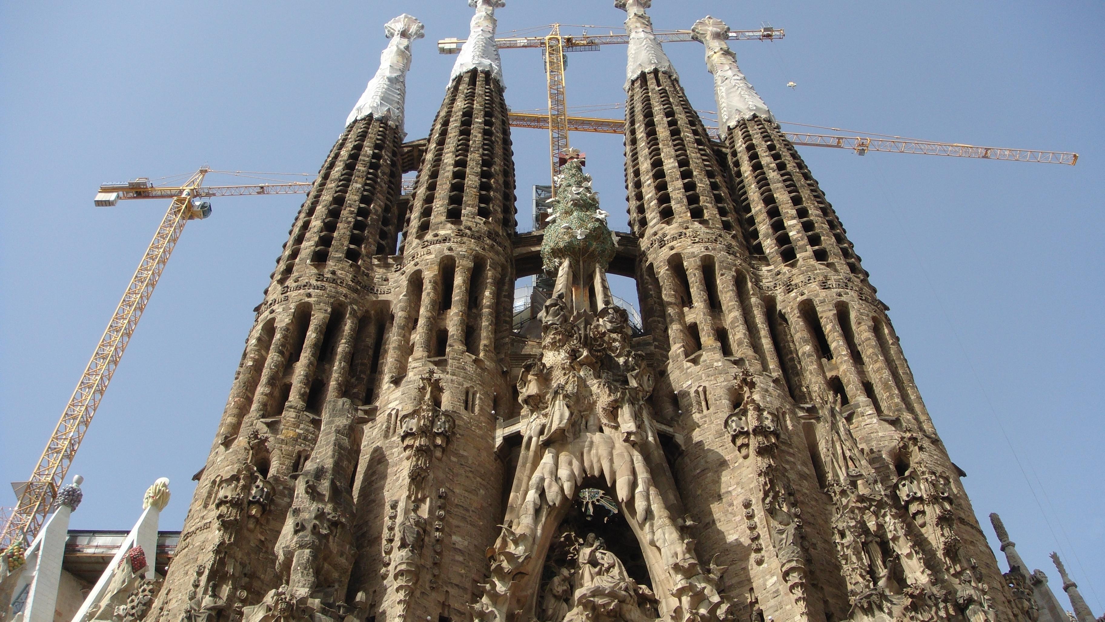 File la sagrada familia barcelona spain panoramio 89 for La sagrada familia spain