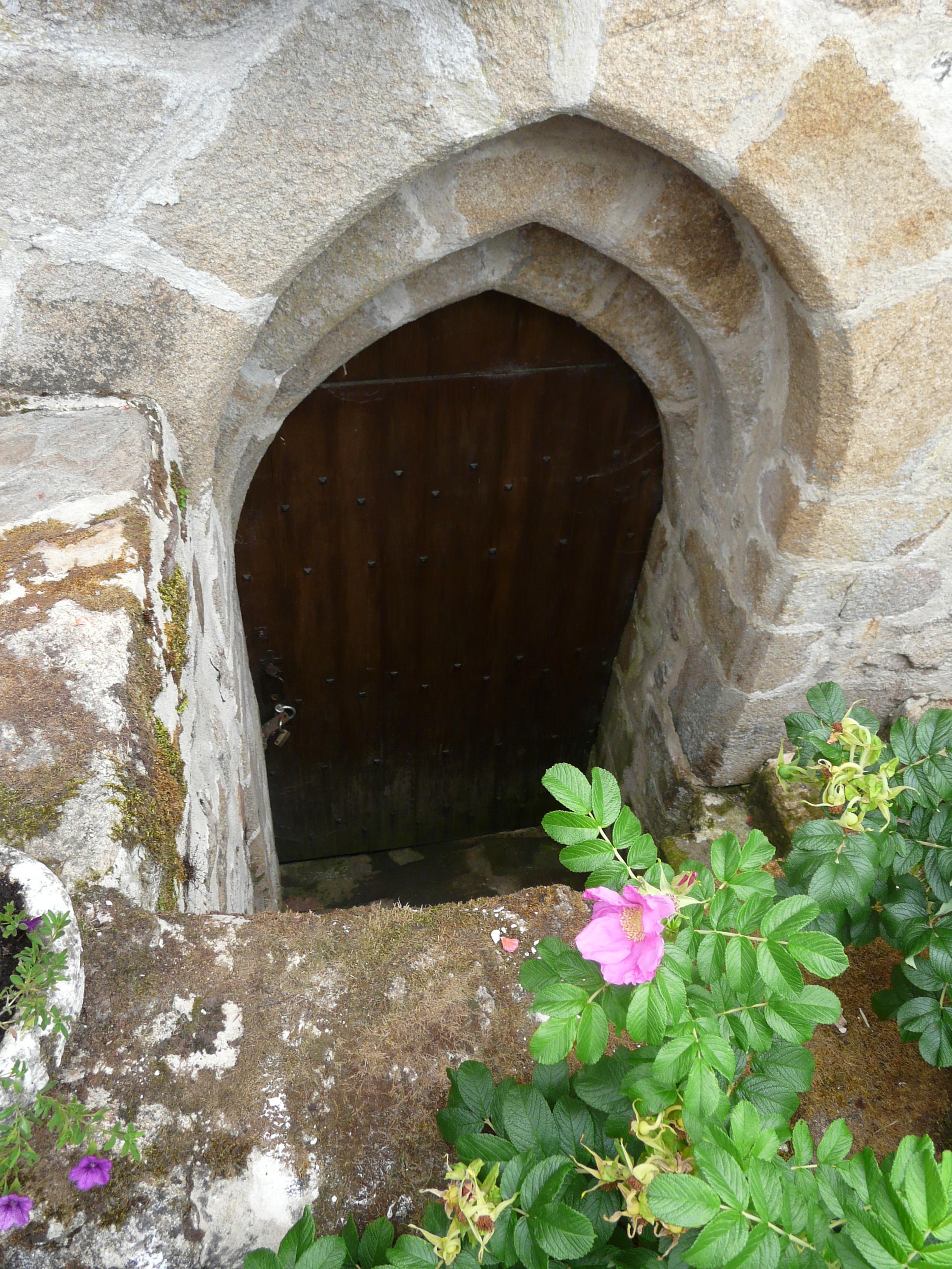 File:Le Chalard maison Anglais porte sous-sol (9).JPG - Wikimedia
