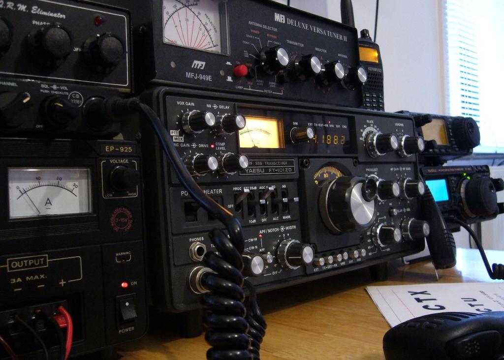 File:M0TCX radio station.jpg - Wikimedia Commons