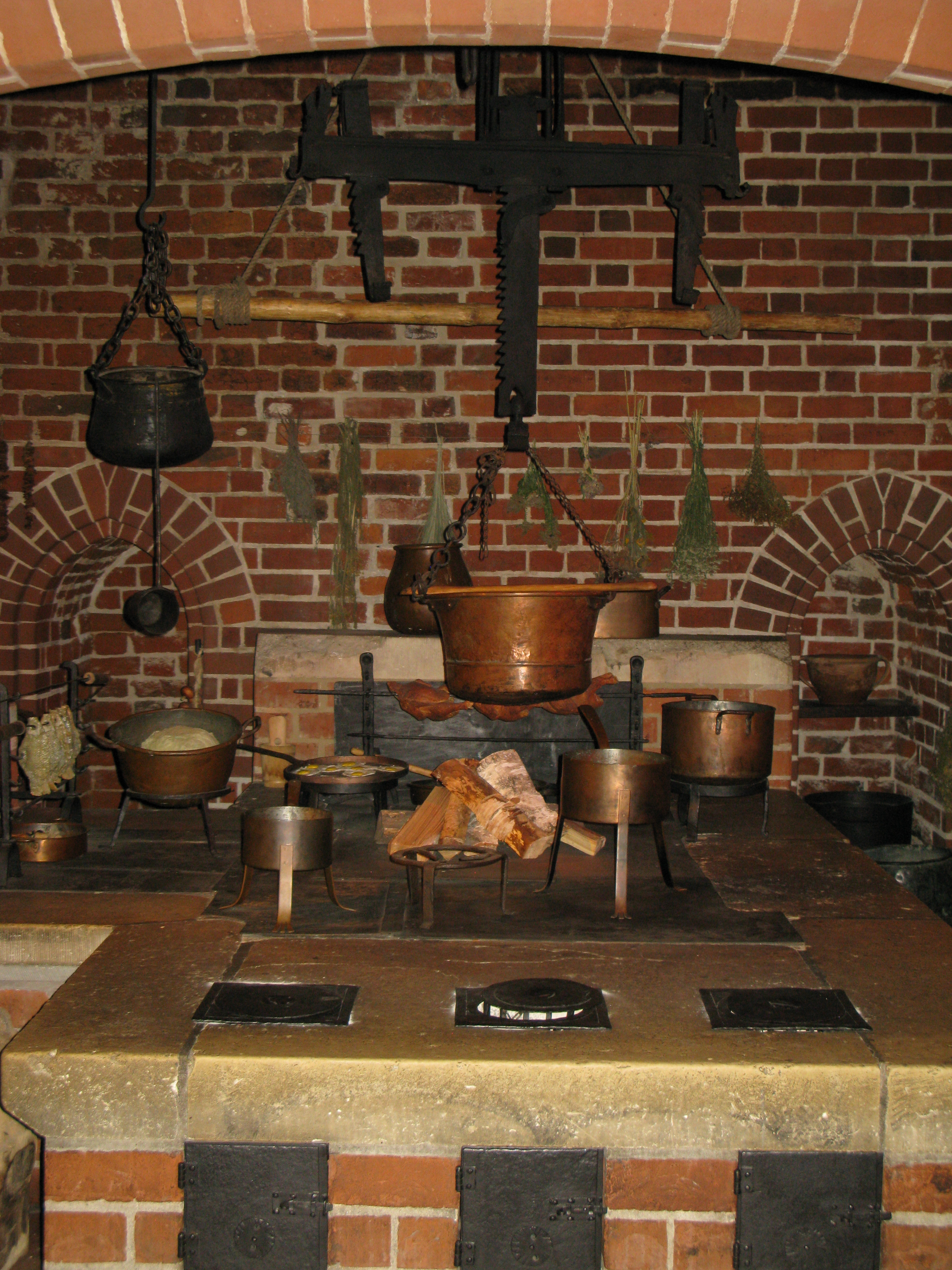 File Malbork Castle Kitchen 2 Jpg Wikimedia Commons
