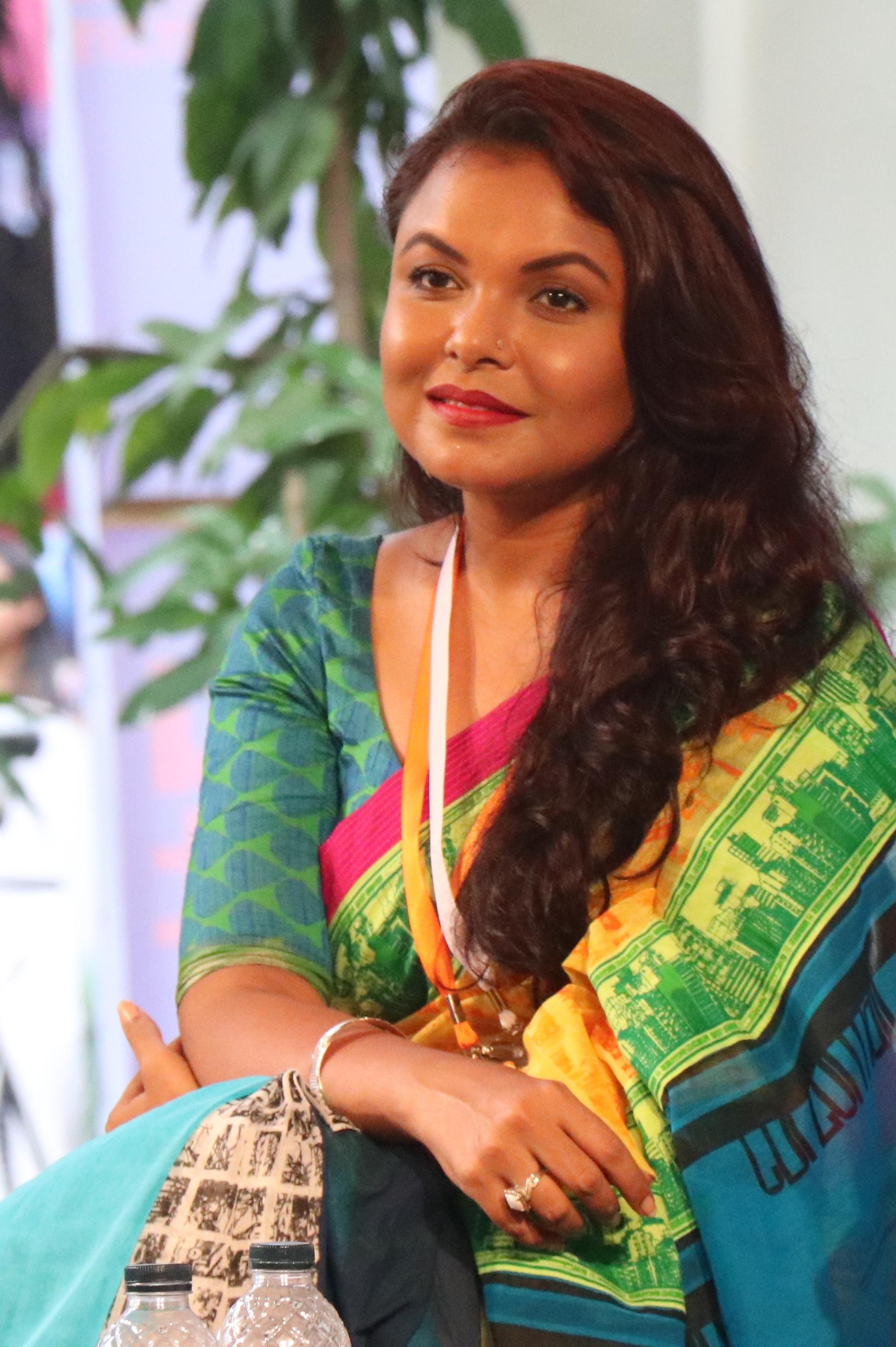 file meher afroz shaon in dhaka lit fest 2017 01 jpg wikimedia
