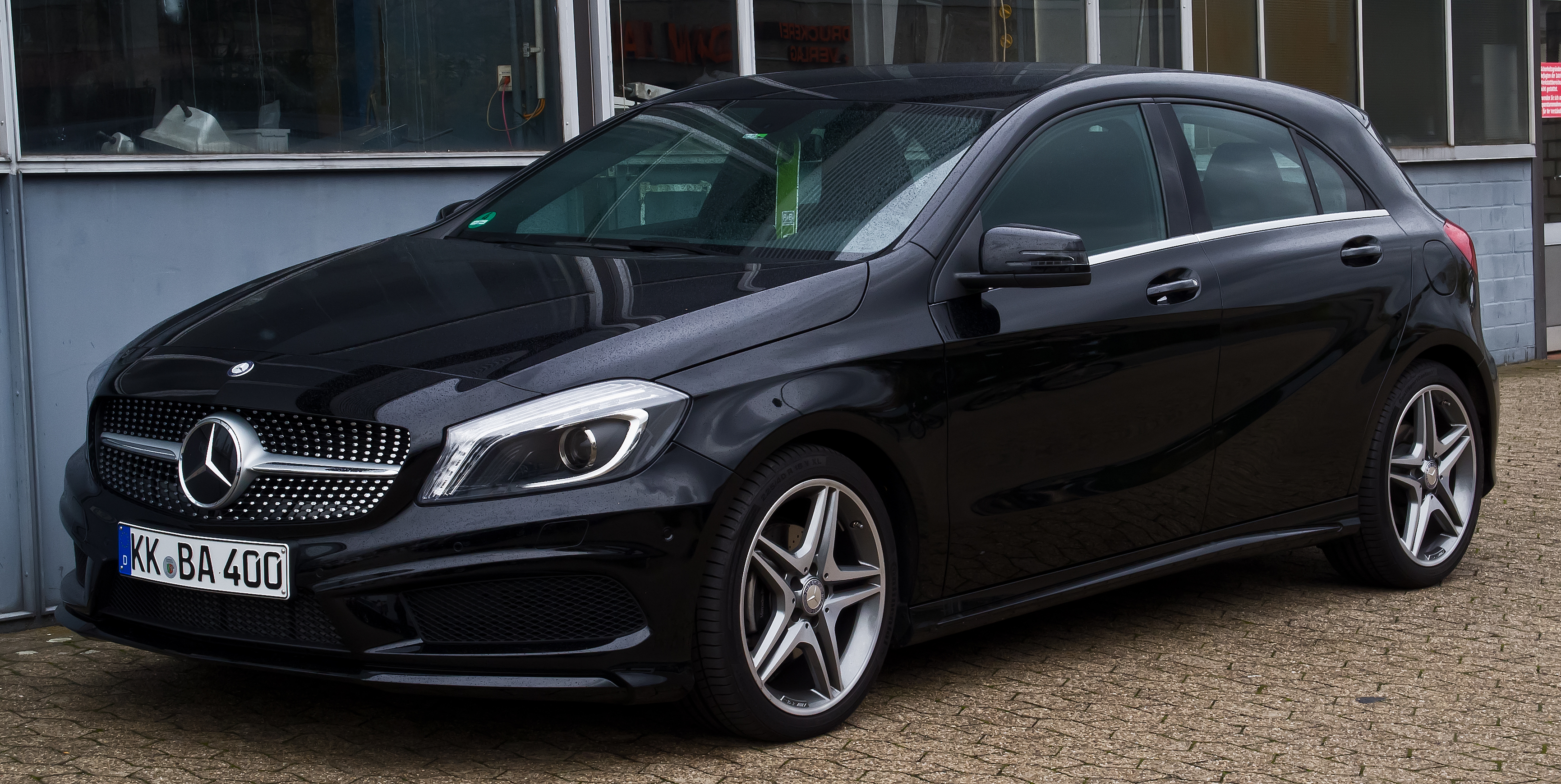 file mercedes benz a 180 amg line w 176 frontansicht 14 november 2015. Black Bedroom Furniture Sets. Home Design Ideas