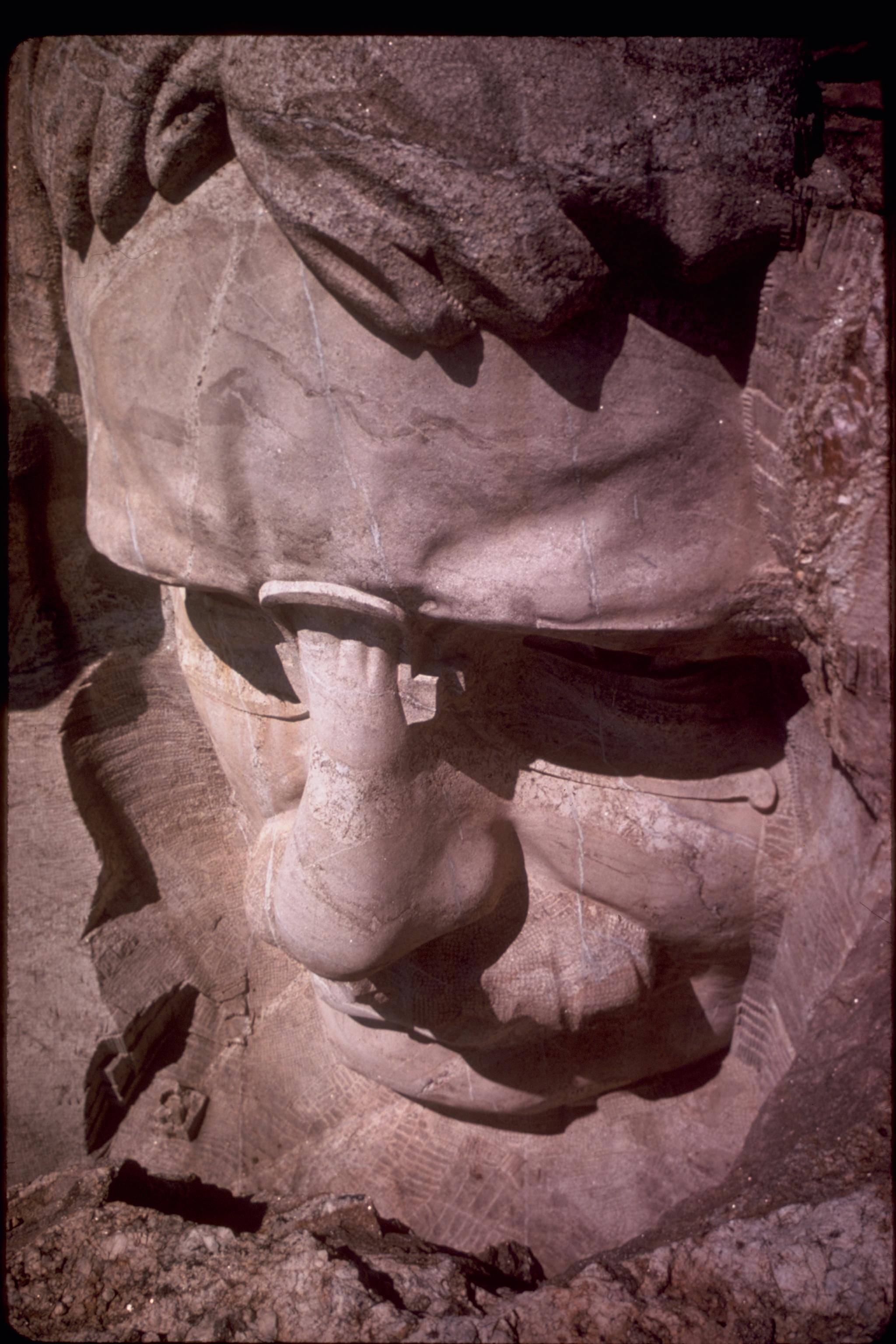 http://upload.wikimedia.org/wikipedia/commons/a/a6/Mount_Rushmore_National_Memorial_MORU2000.jpg