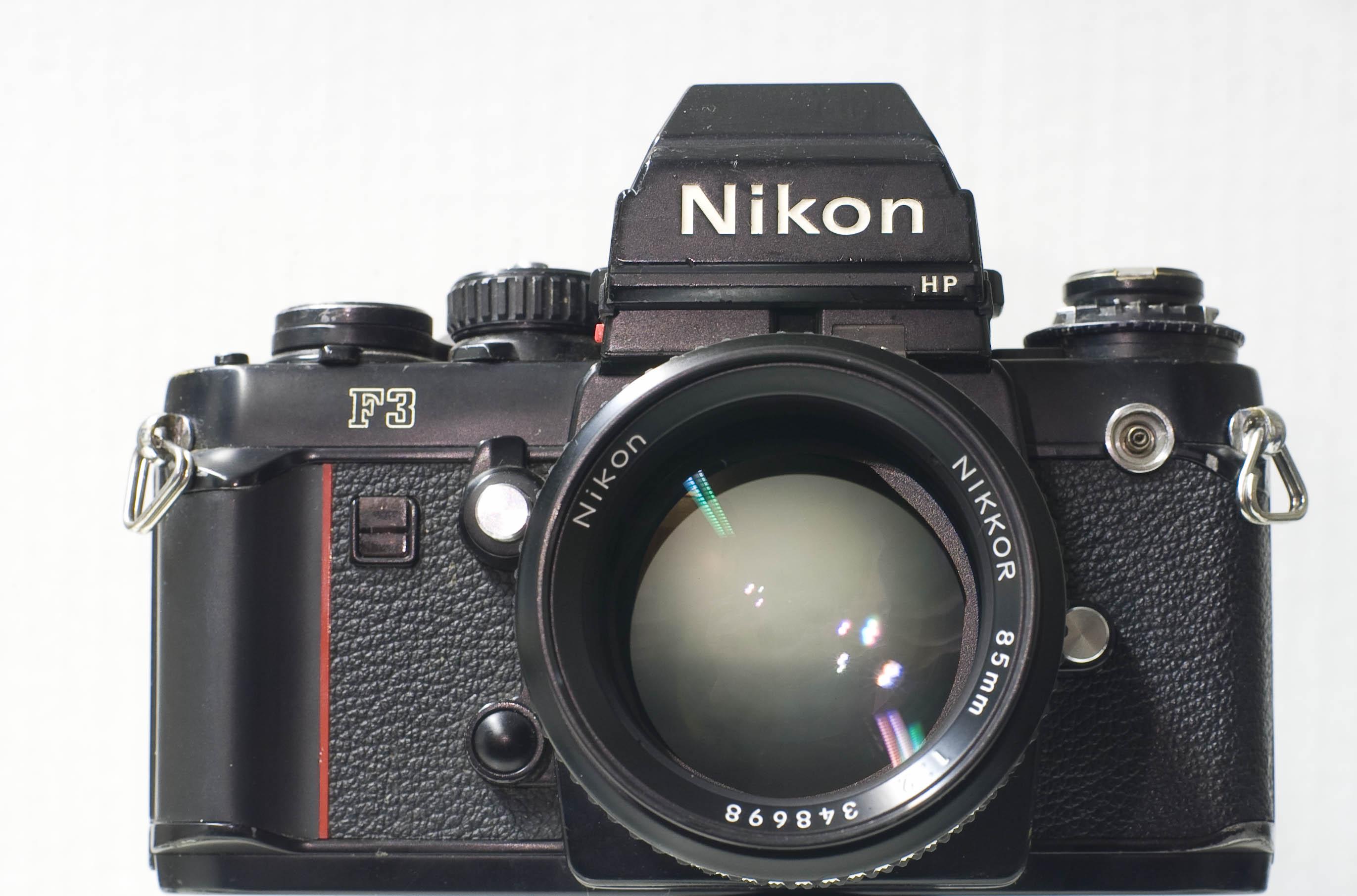 Nikon 85 f2 AI su una Nikon F3