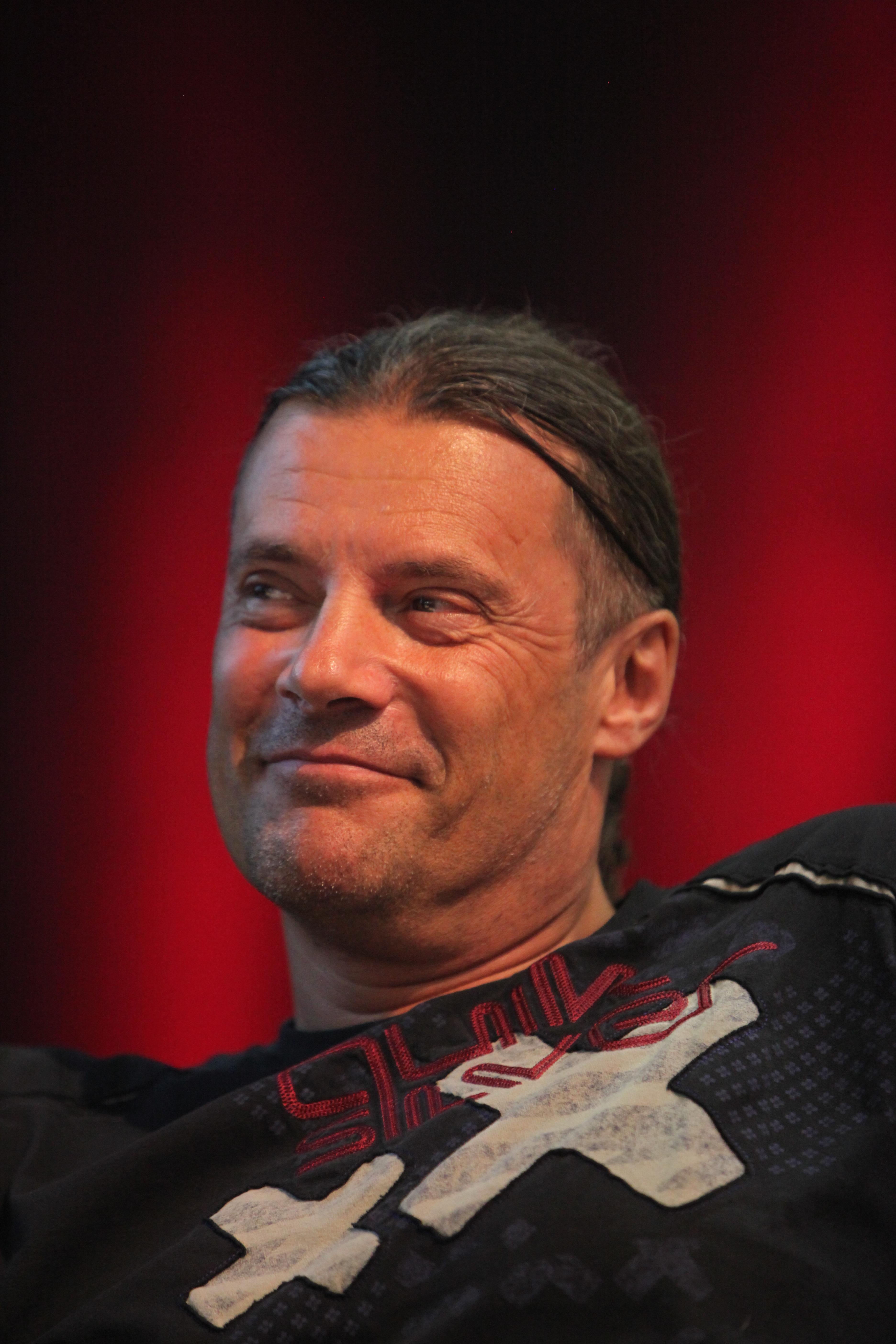 http://upload.wikimedia.org/wikipedia/commons/a/a6/Oskar_Freysinger_IMG_2614.JPG