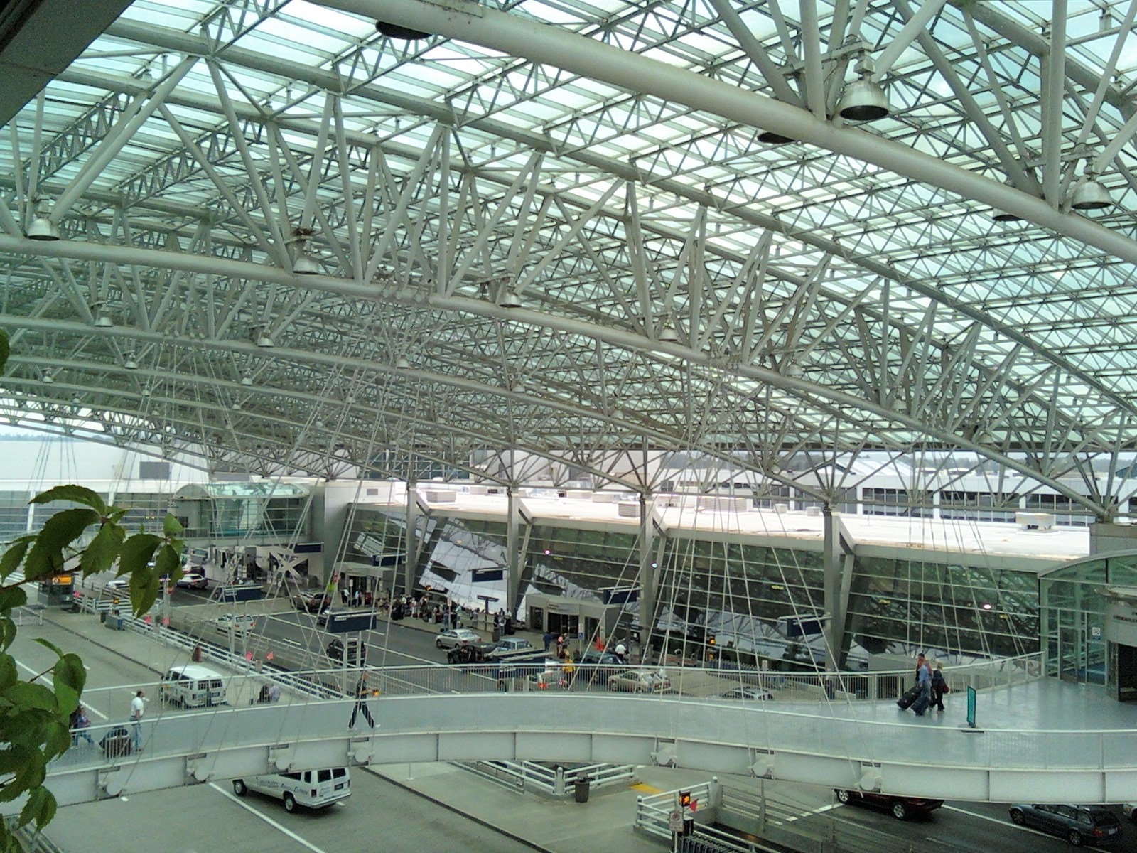 File:PDX drop off canopy wide.jpg - Wikimedia Commons