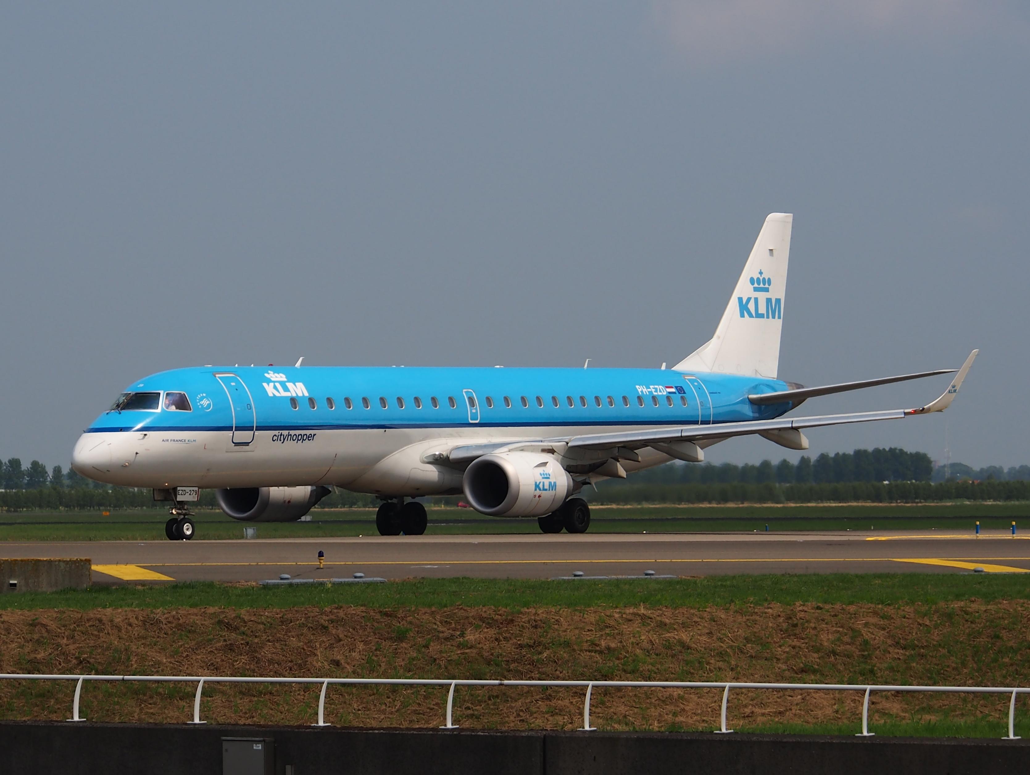 File:PH-EZD KLM Cityhopper Embraer ERJ-190STD (ERJ-190-100 ...