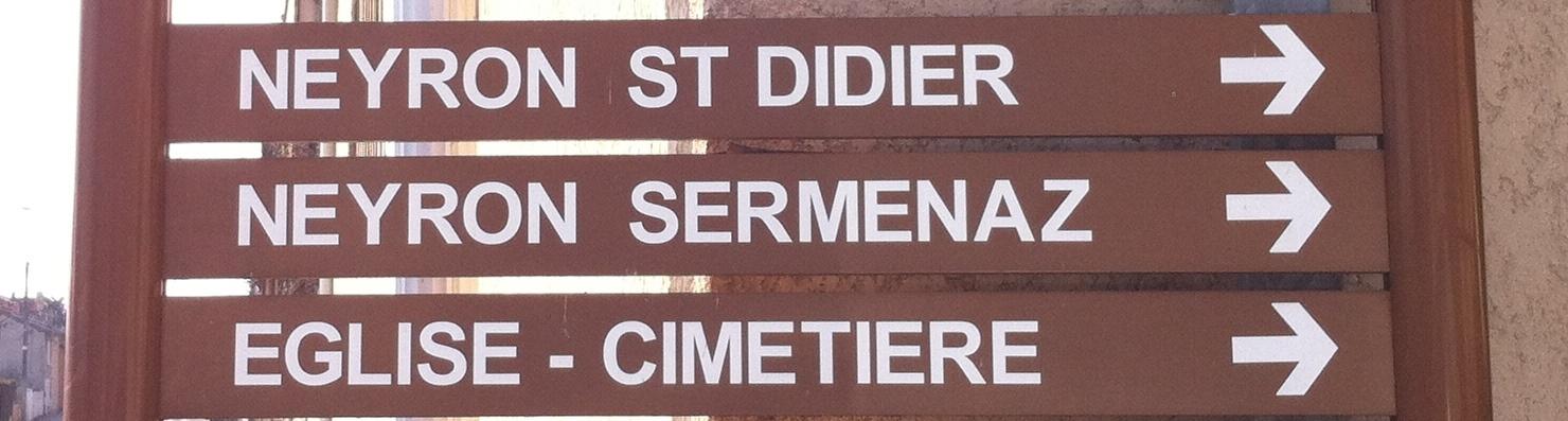 Panneaux situé à Neyron indiquant Neyron-Le-Haut (Saint Didier) et Sermenaz.