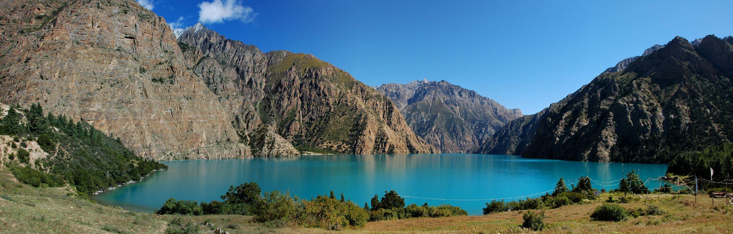 Panorama phoksumdo lake from camp.jpg