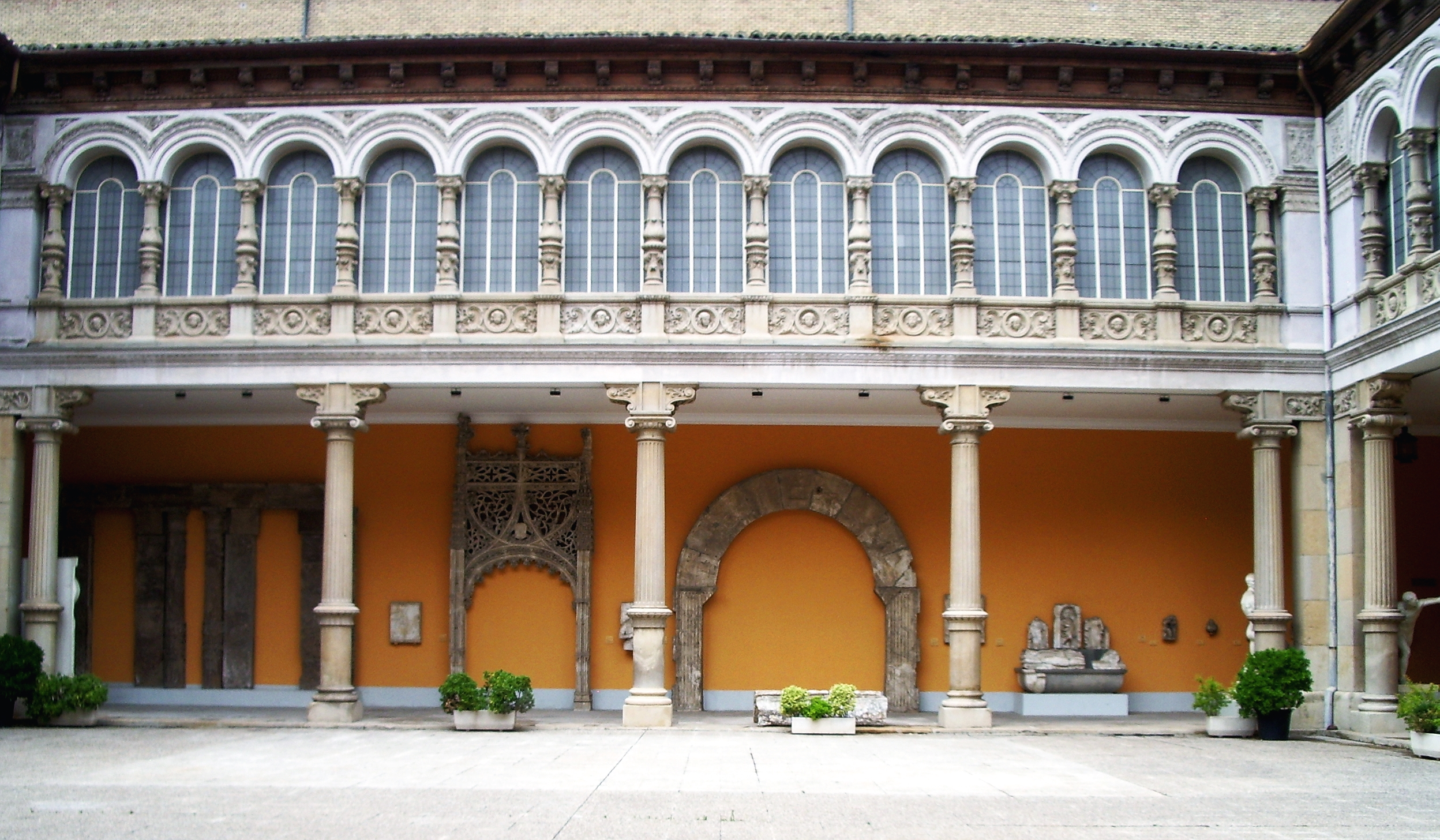 File:Patio del Museo de Zaragoza-2.jpg - Wikimedia Commons