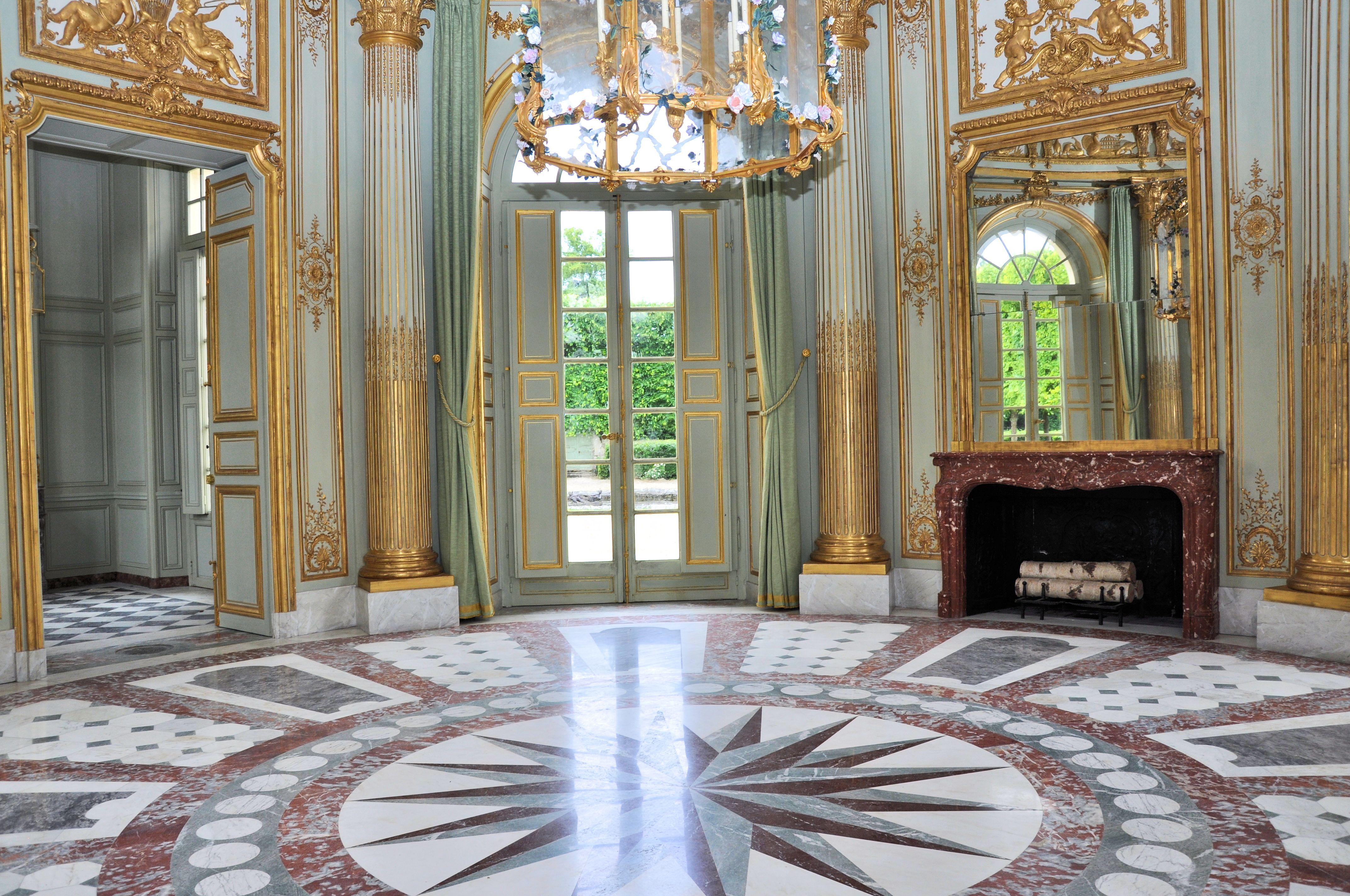 File petit trianon pavillon fran ais salon wikimedia commons - Le petit pavillon marseille ...