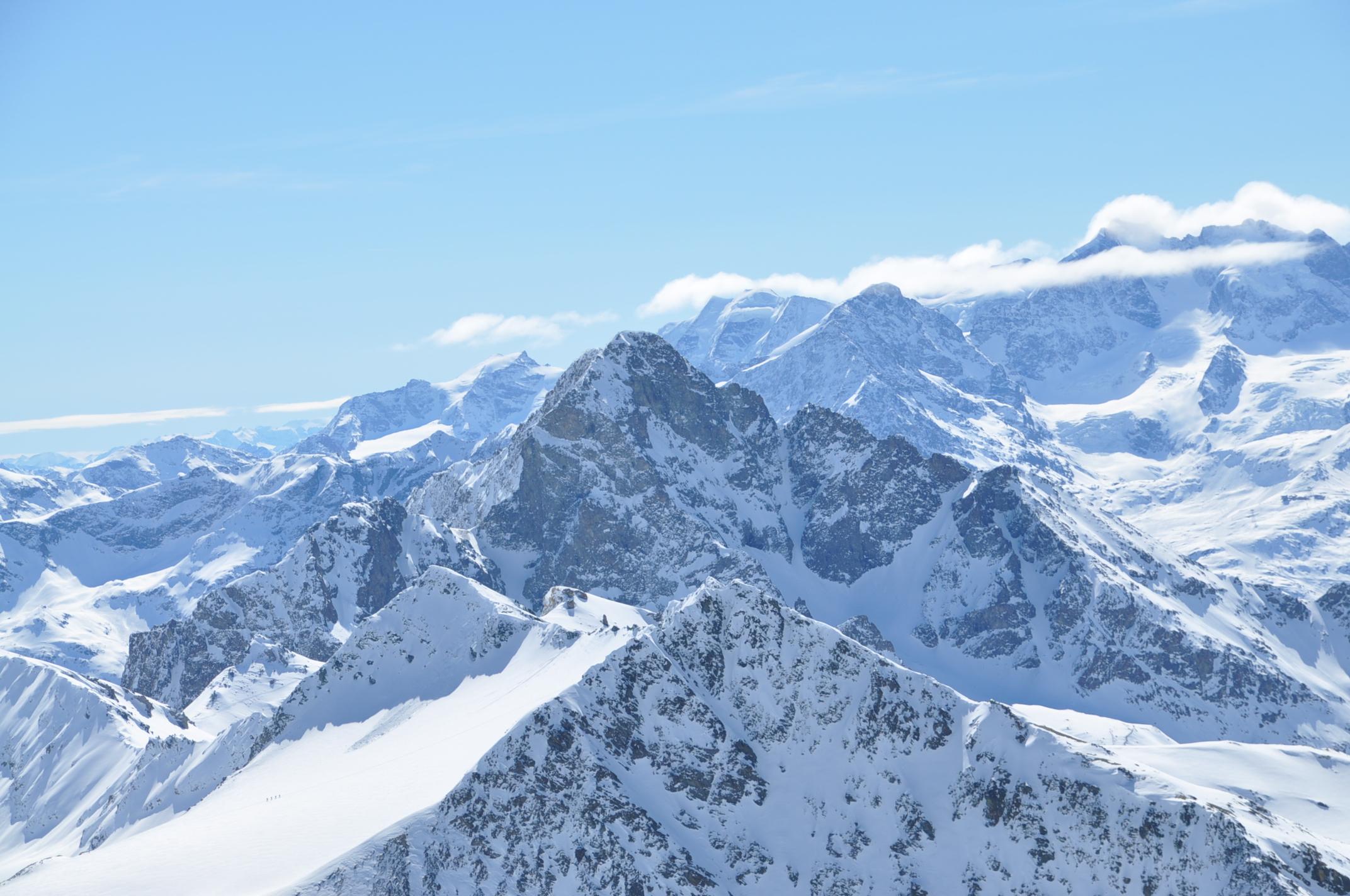 File Piz Surgonda Piz Julier And Bernina Range From