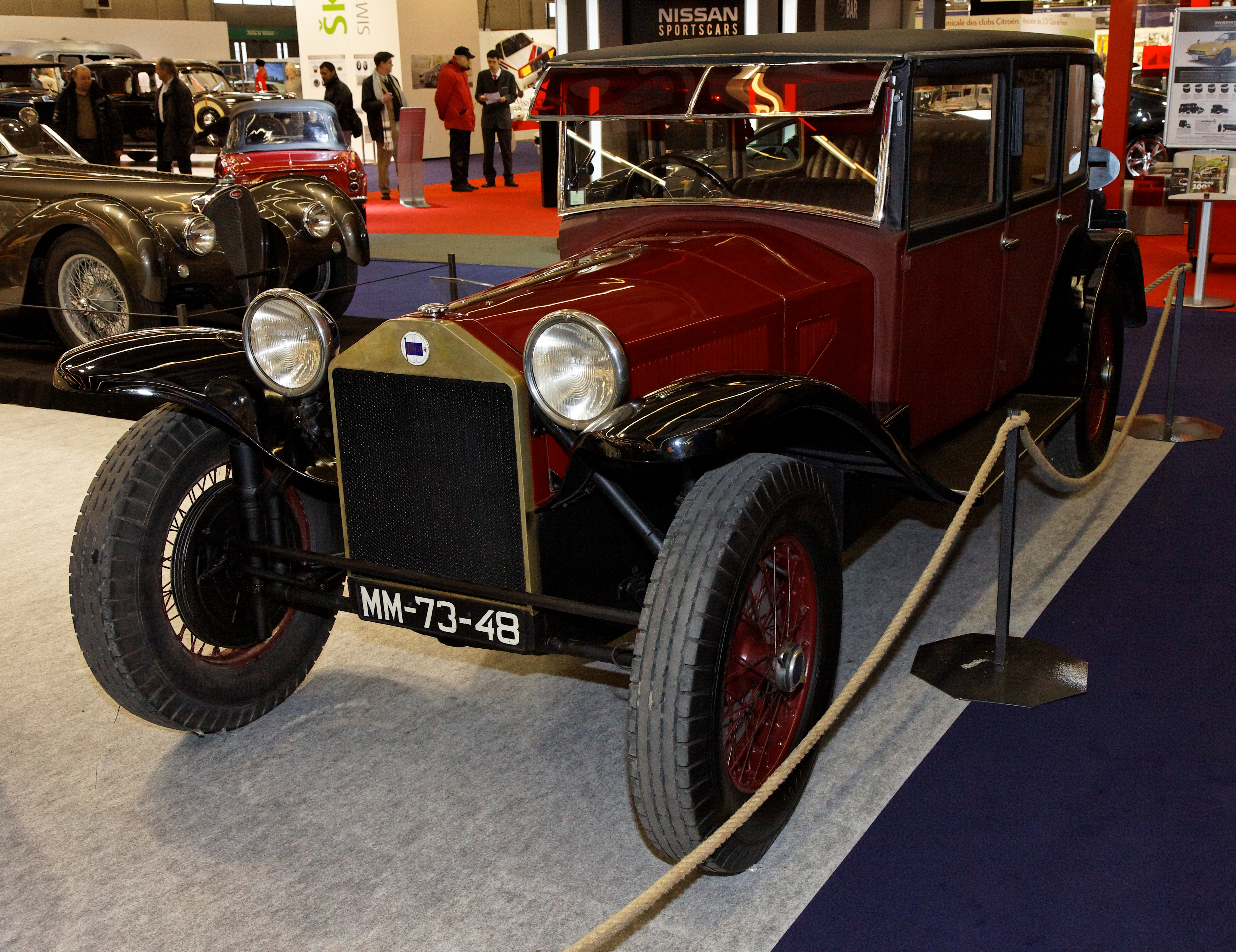 https://upload.wikimedia.org/wikipedia/commons/a/a6/R%C3%A9tromobile_2011_-_Lancia_Lambda_S%C3%A9rie_7_-_1928_-_001.jpg