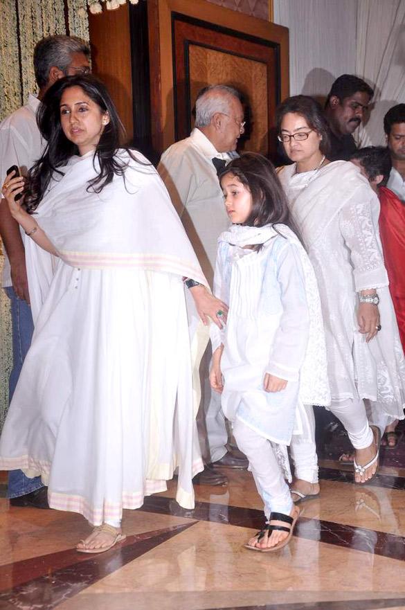 File:Rinke Khanna at Rajesh Khanna's prayer meet 06.jpg ...