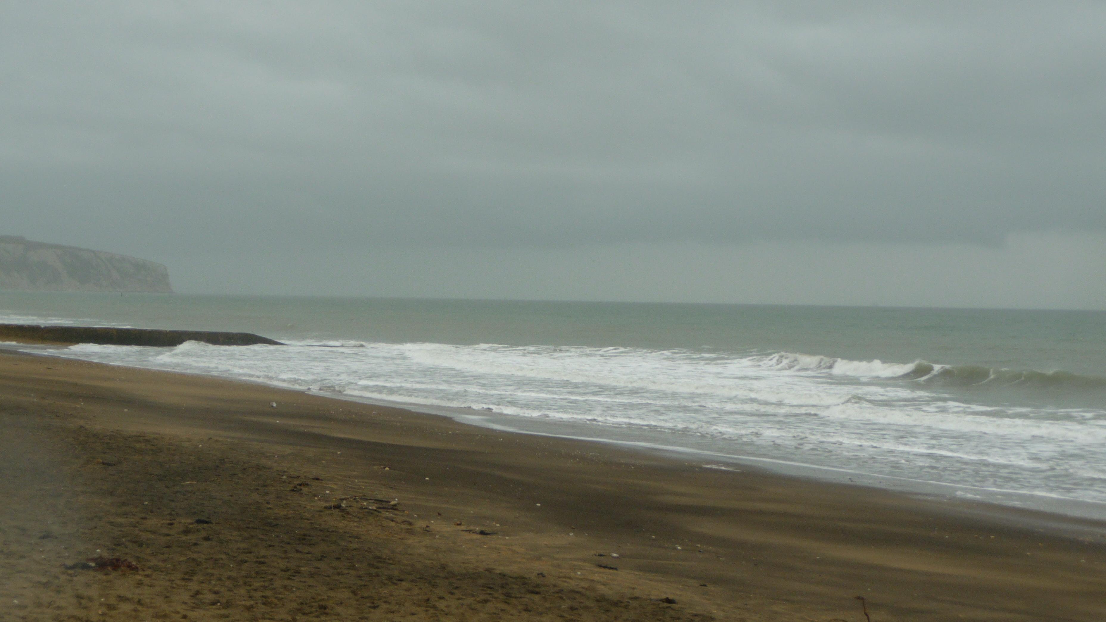 File:Sandown beach in bad weather 4.JPG - Wikimedia Commons