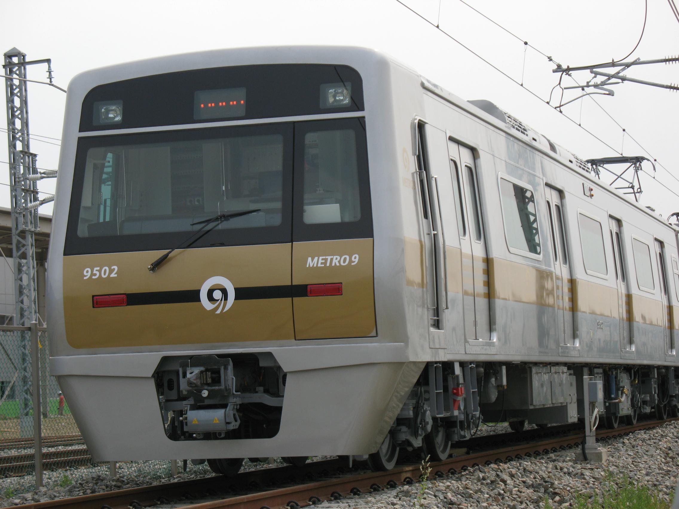 El juego de las imagenes-https://upload.wikimedia.org/wikipedia/commons/a/a6/SeoulMetro9_Train_9502.JPG