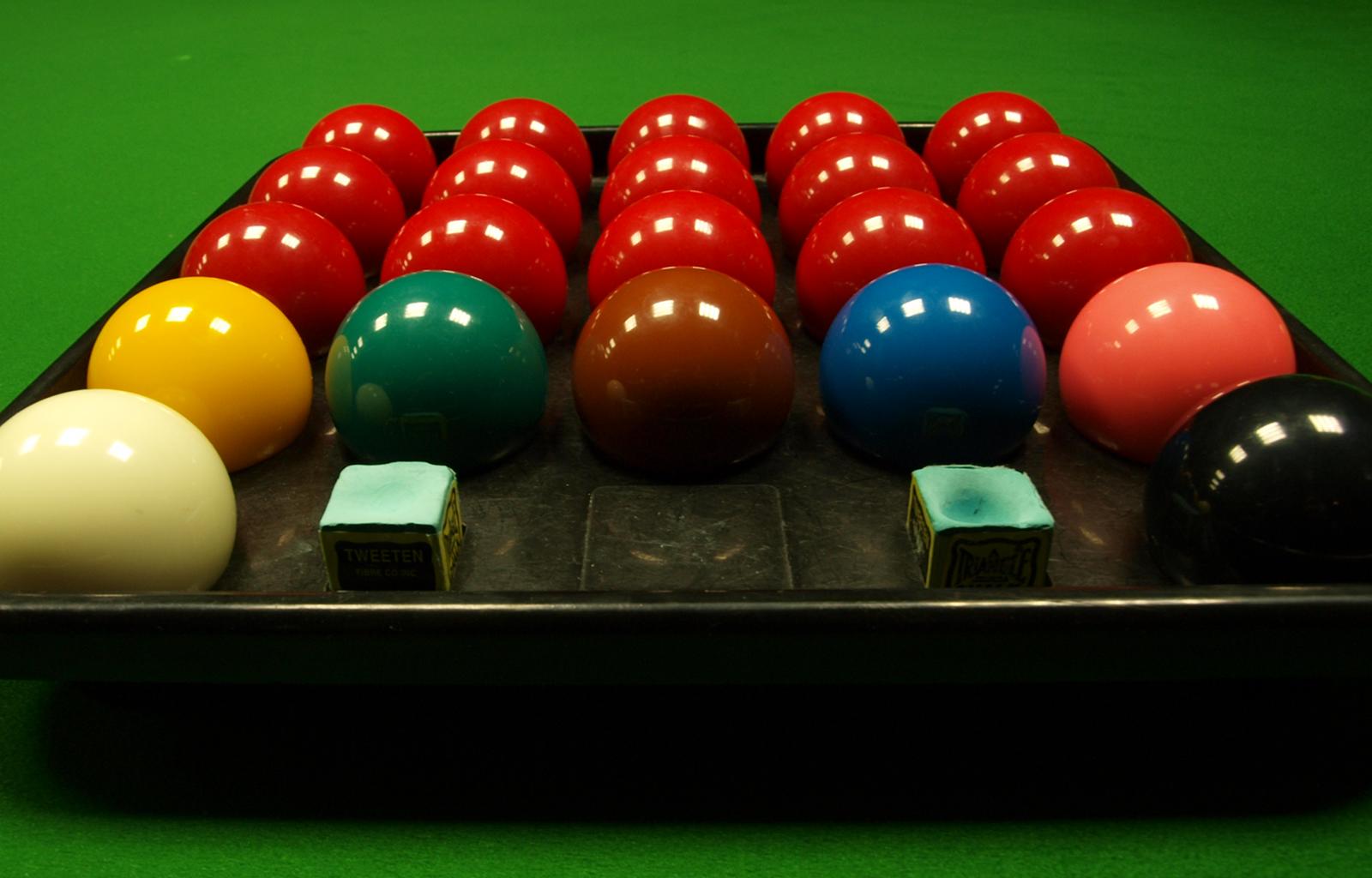 Spot white White Aramith Tournament Champion 2 1//16in billiard balls Red