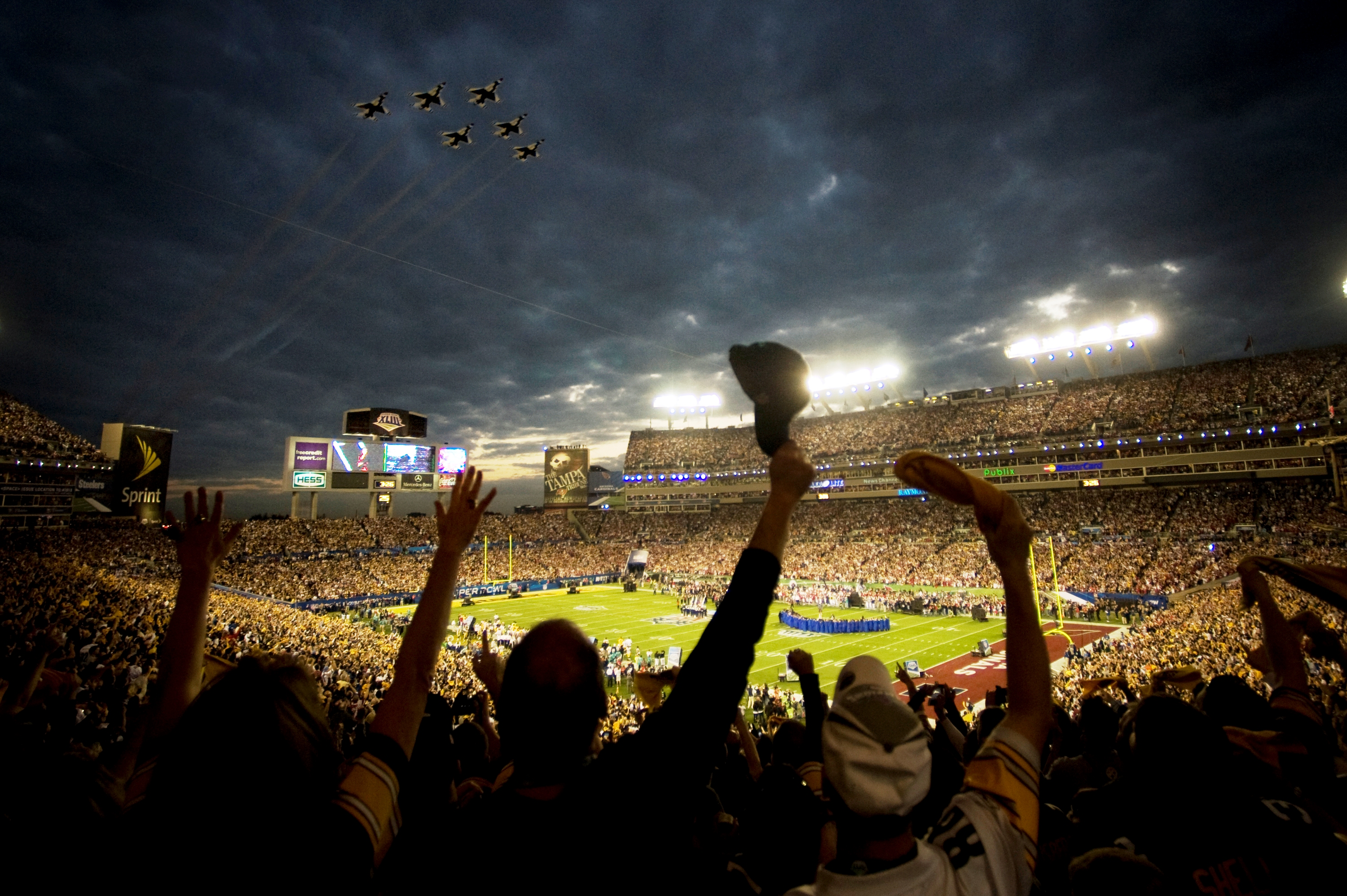 Super Bowl XLIII - Thunderbirds Flyover - Feb 1 2009.jpg