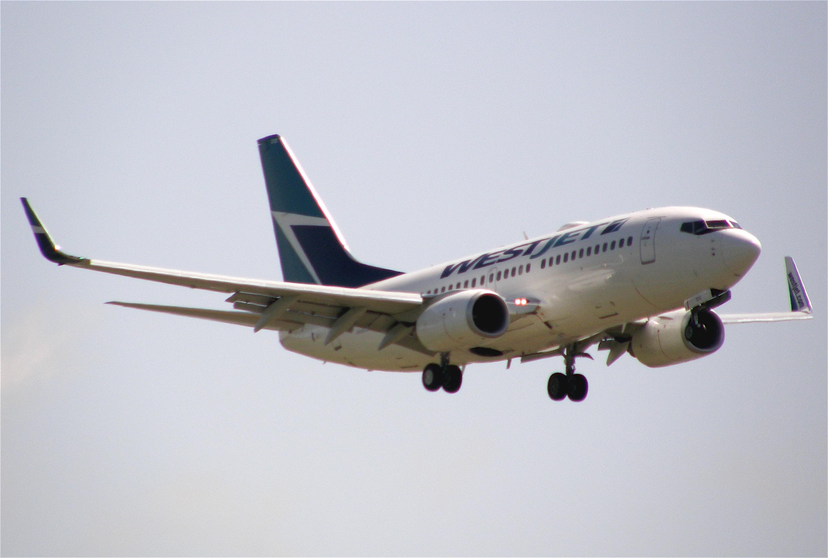 File:WestJet-Boeing-737-YVR.jpg - Wikimedia Commons