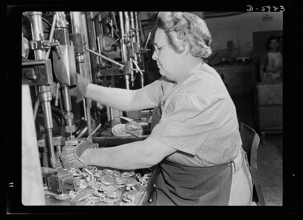 File What s new about women working in war industries 8b07366v.jpg ... 87a78bd7509
