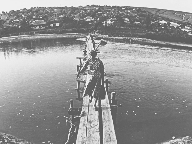 File:Woman with a hoe crossing a river (Moldova, 1970). (5963422210).jpg