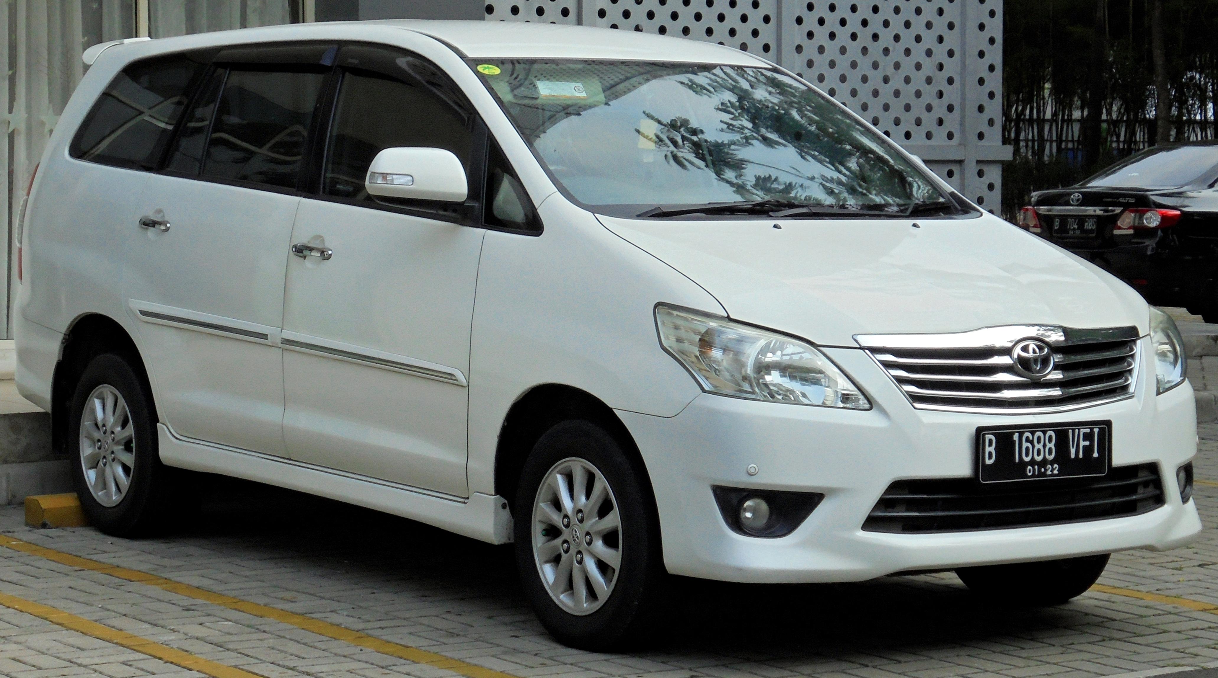 Kelebihan Toyota Innova 2012 Perbandingan Harga