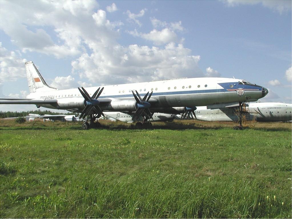 File Aeroflot Tupolev Tu 114 Jpg Wikimedia Commons