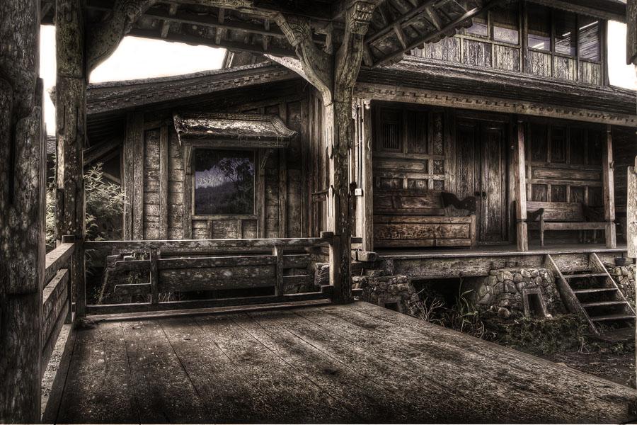 File:An old spooky house (7793559288).jpg