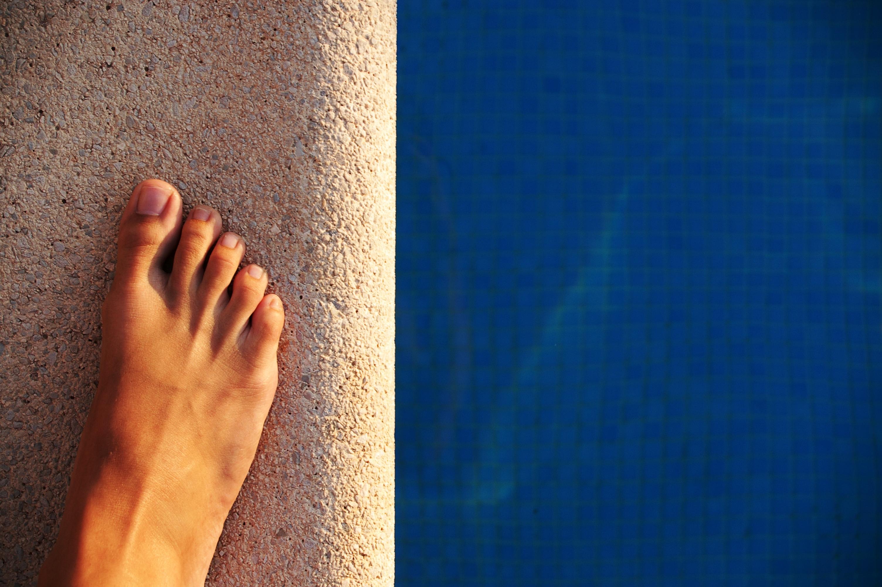 Imagen de un pie al sol