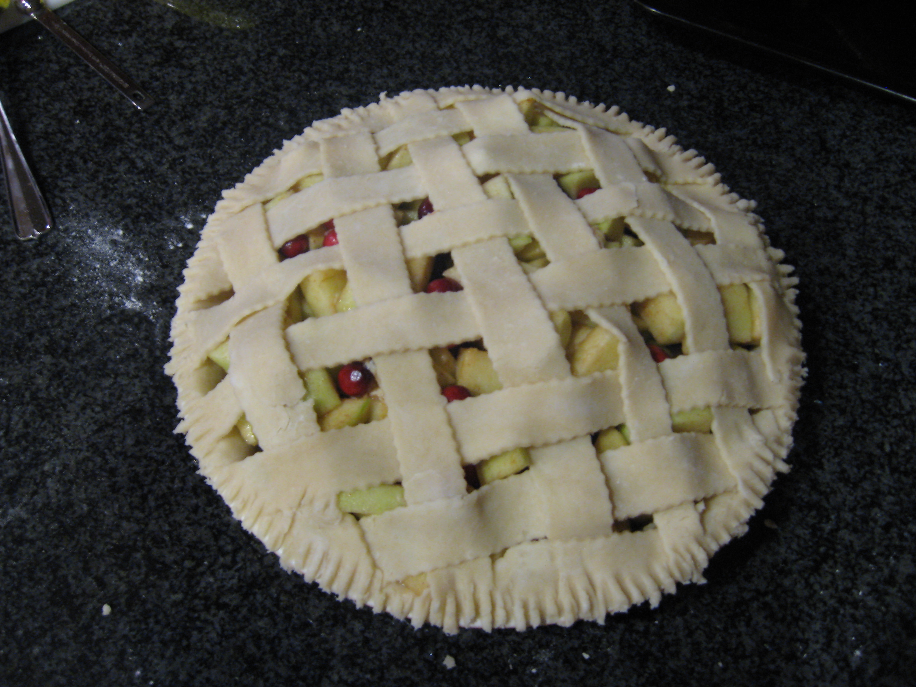 File:Apple-cranberry pie before baking, October 2007.jpg - Wikimedia ...