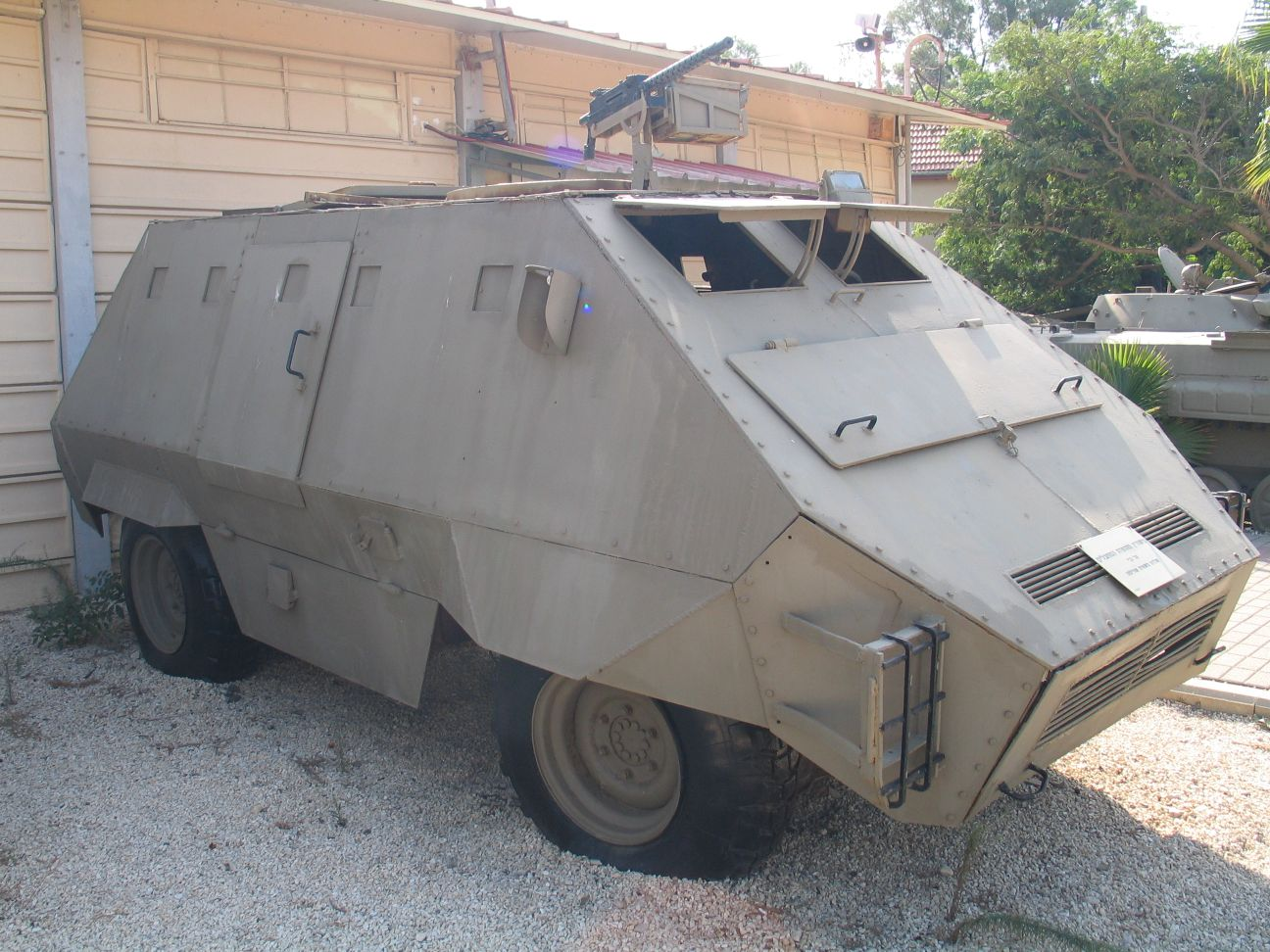 Image:Armored-car-batey-haosef-9-1
