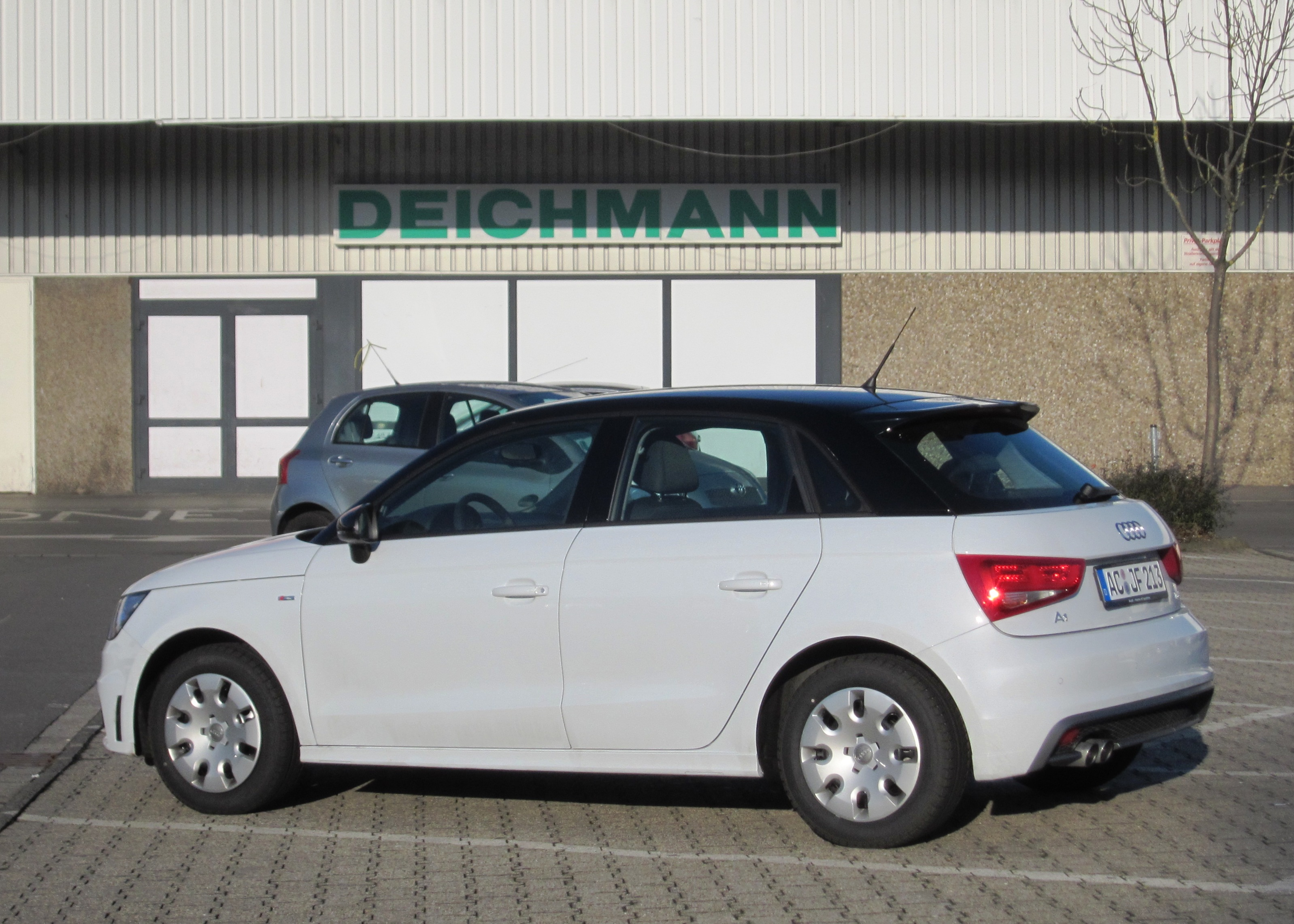 FileAudi A1 5-door buys low priced shoes 2014.JPG & File:Audi A1 5-door buys low priced shoes 2014.JPG - Wikimedia Commons