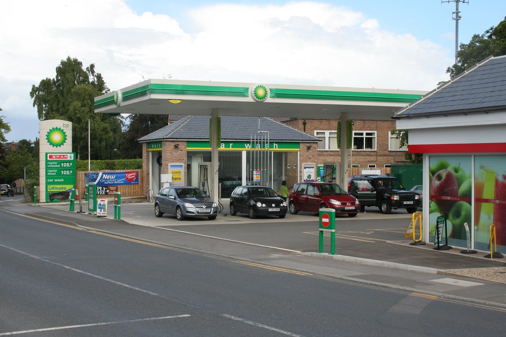 File:BP Petrol Station, North Street - geograph.org.uk - 1463842.jpg ...: commons.wikimedia.org/wiki/File:BP_Petrol_Station,_North_Street...