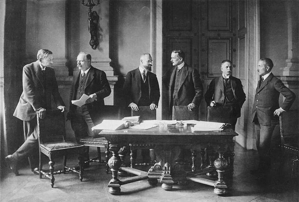 a history of the treaty of versailles in germany The treaty of versailles (french: traité de versailles) was a peace treaty between the nations of japan, the united states, france, austria-hungary, germany and britain after world war ithe treaty was made in 1919 germany, austria and hungary did not participate in writing it germany had the choice between signing it or facing the.