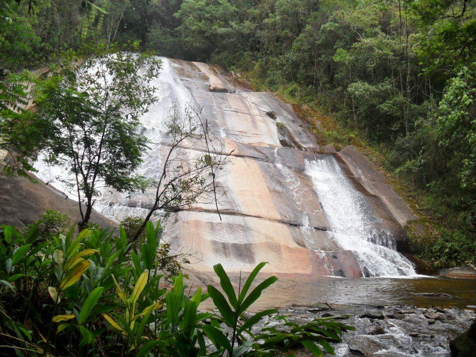 Resultado de imagem para cachoeira da santa clara