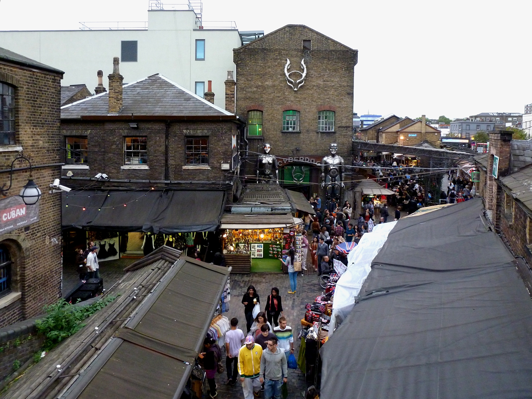 File Camden Market und Cyberdog.jpg - Wikimedia Commons 21446c5c2