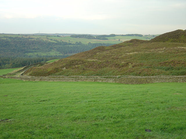 File:Canyards Hill - geograph.org.uk - 980163.jpg