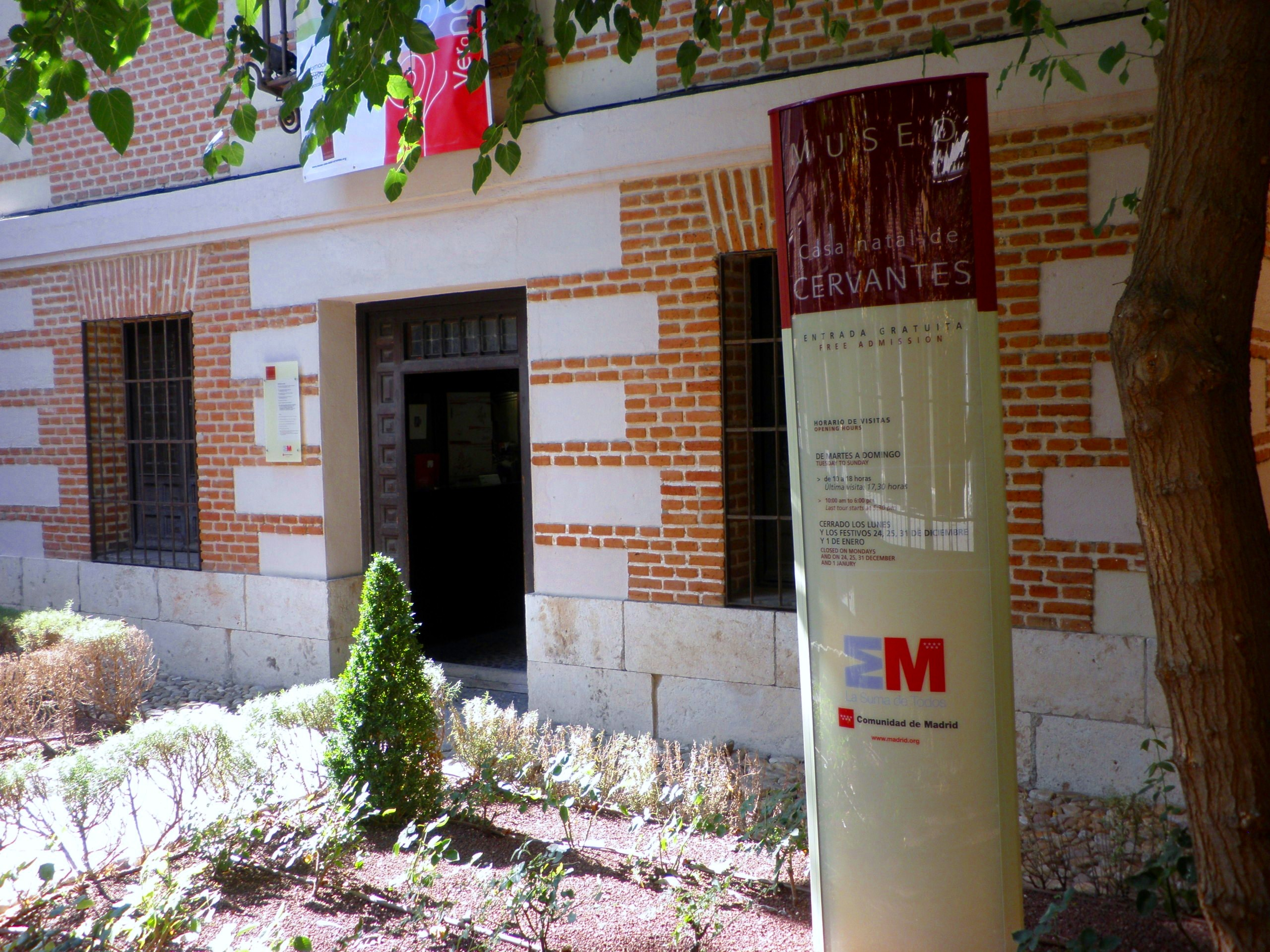 File casa natal miguel de cervantes alcal de henares - Casas regionales alcala de henares ...