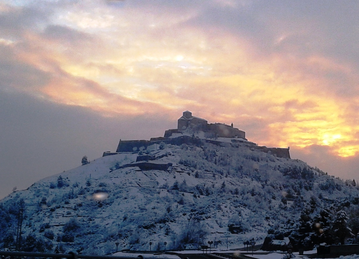 File:Castell de Cardona nevat.jpg - Wikimedia Commons