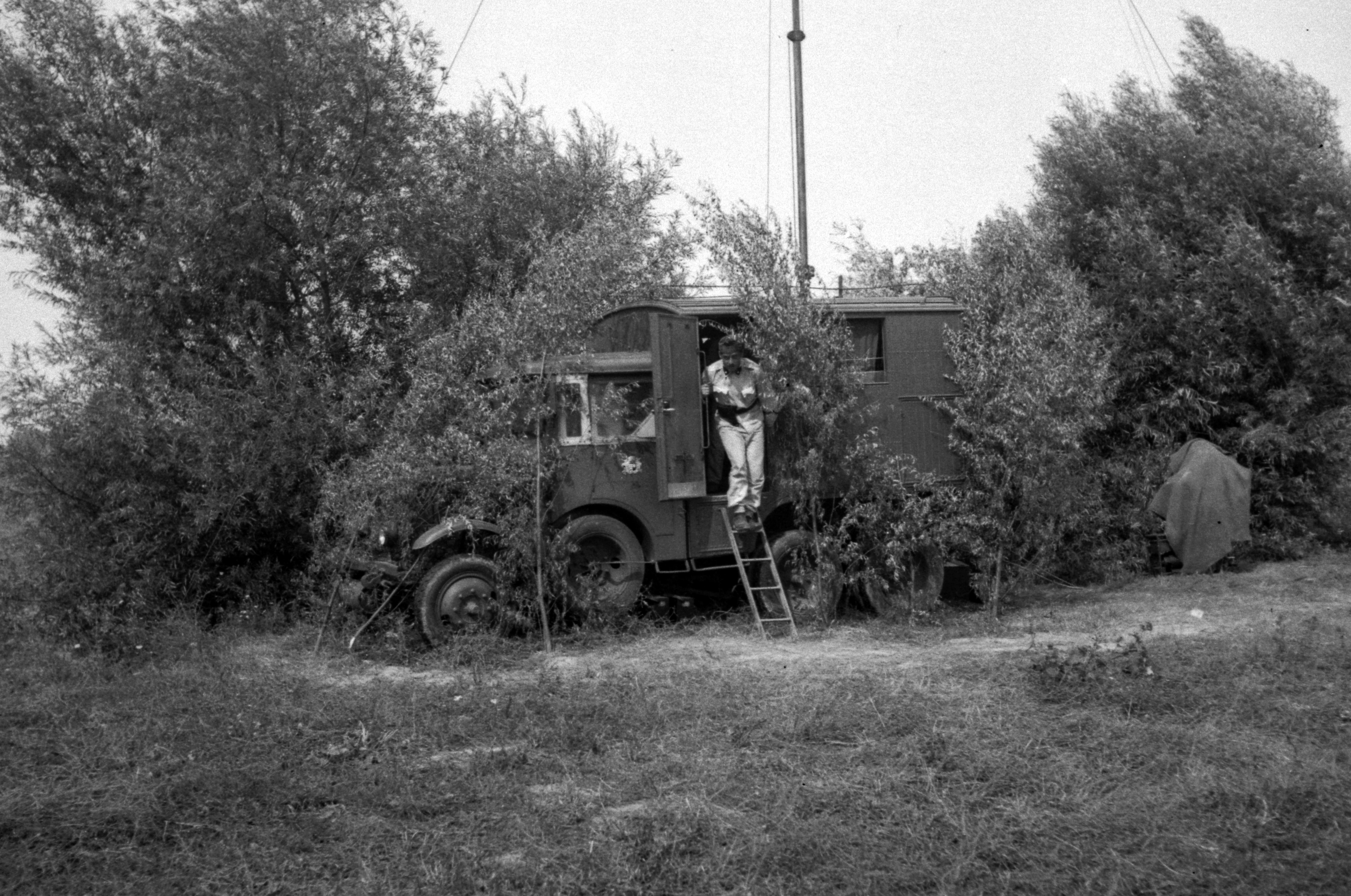 File:Commercial vehicle, radio broadcasting Fortepan 71128 jpg