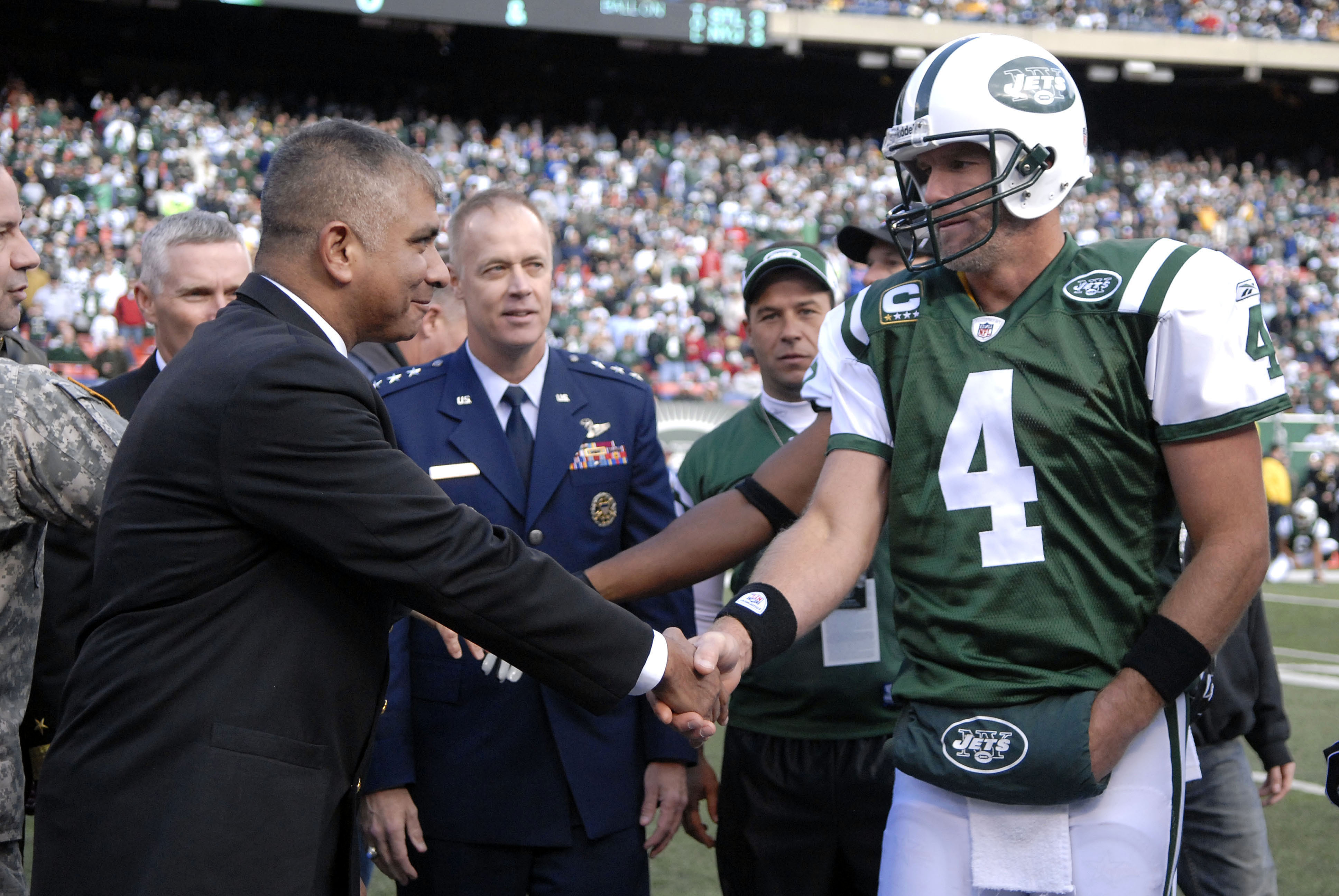 brett favre essay Hall of fame qb brett favre spoke in an interview about current green bay packers qb aaron rodgers and how they now share a similar veteran mindset.