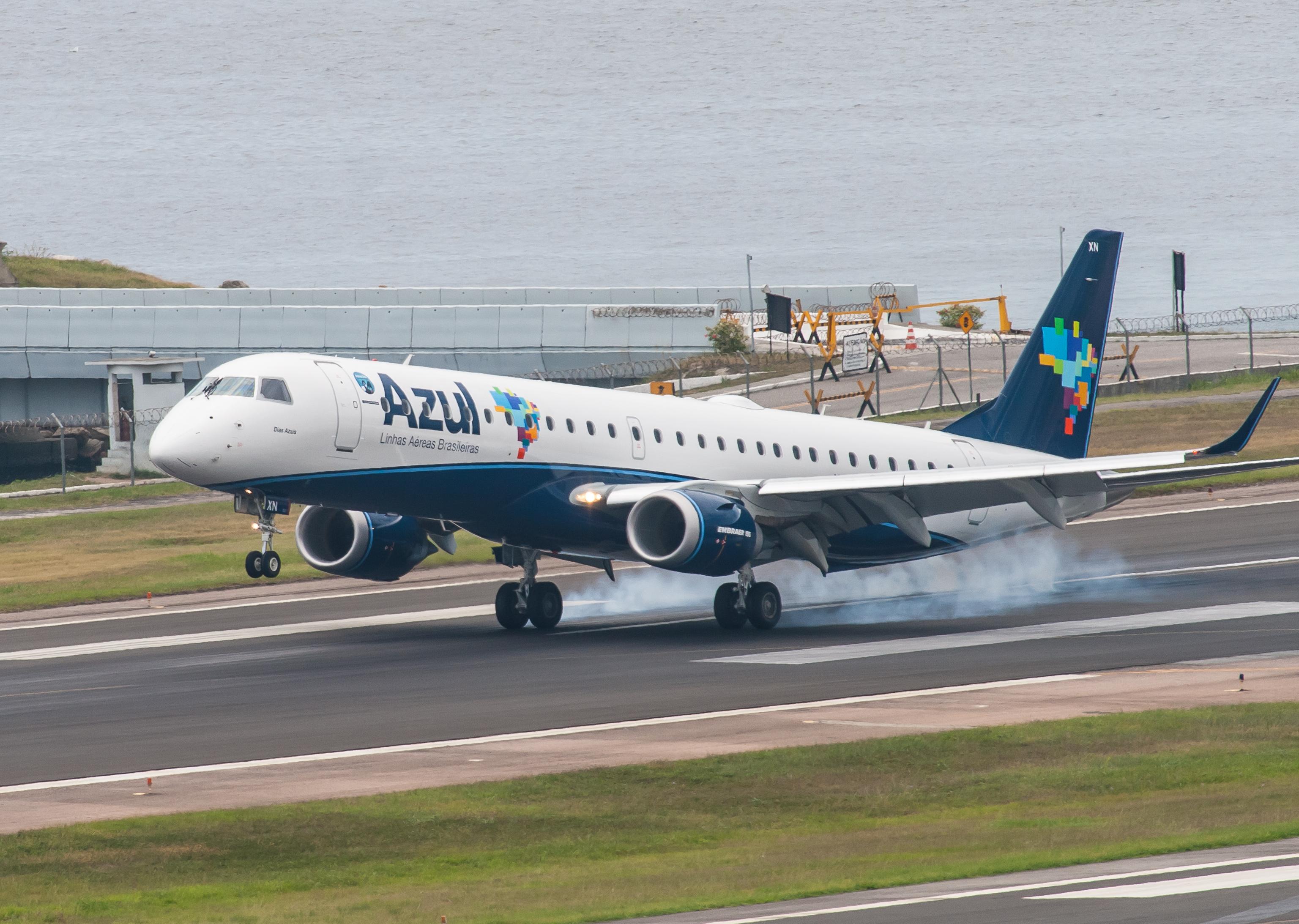 5f7a7deaf7ee Ficheiro:Embraer 195 (PR-AXN) of Azul Linhas Aéreas Brasileiras at Santos