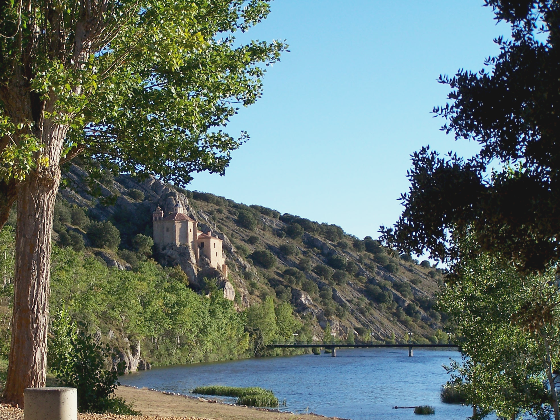 File:Ermita de San Saturio.png - Wikimedia Commons