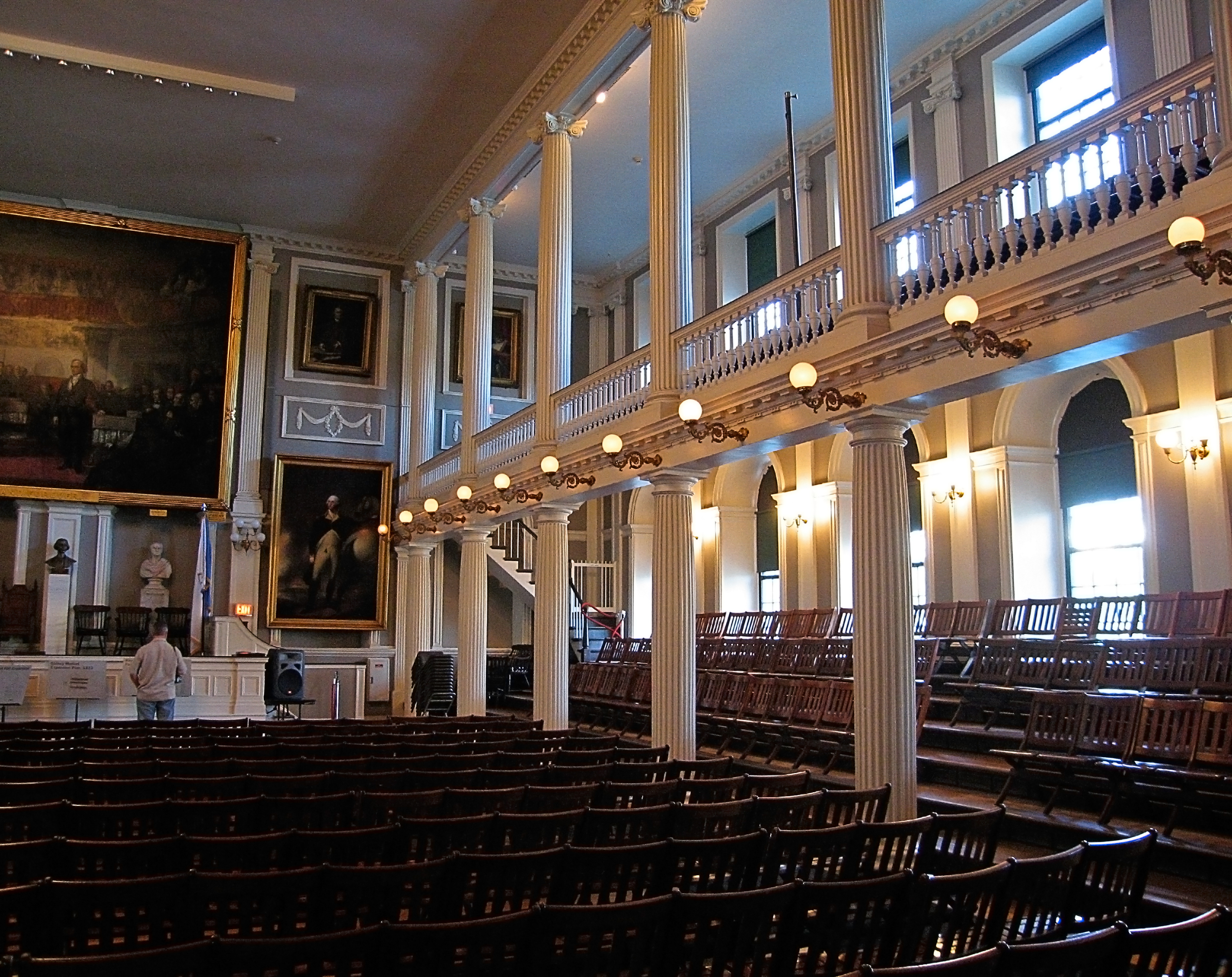 File faneuil hall wikimedia commons for Hall interior images