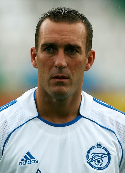 The 42-year old son of father (?) and mother(?) Fernando Ricksen in 2018 photo. Fernando Ricksen earned a  million dollar salary - leaving the net worth at 0.2 million in 2018