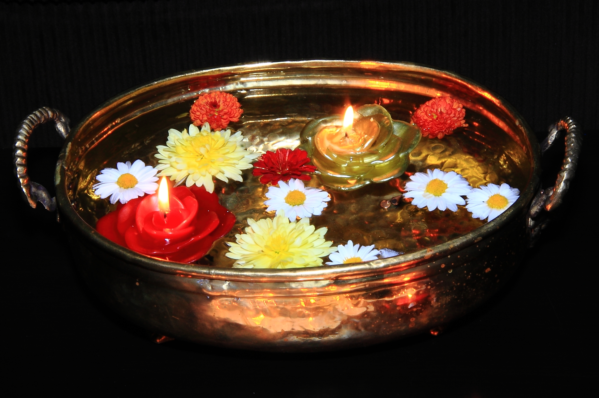 File:Floating diyas on Water Diwali 2011.jpg - Wikimedia ...