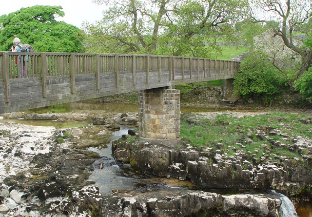 Footbridge, Linton Falls - geograph.org.uk - 820147