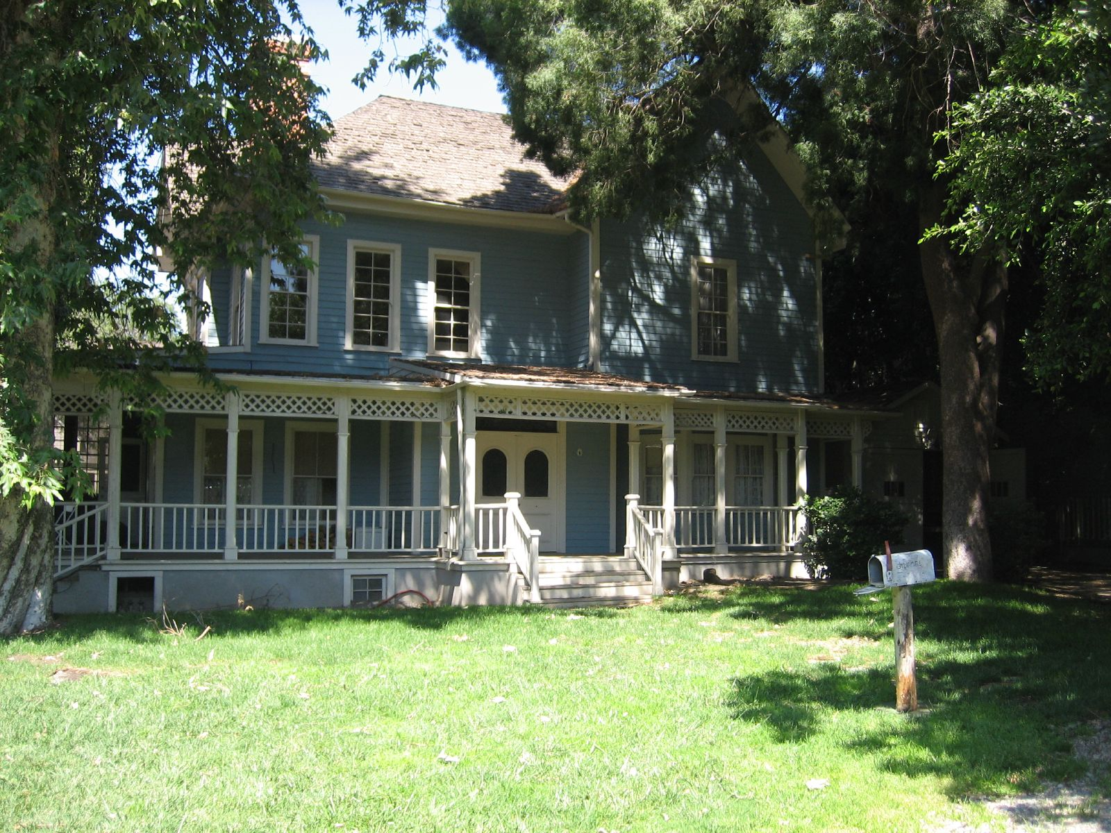 gilmore-girl-house